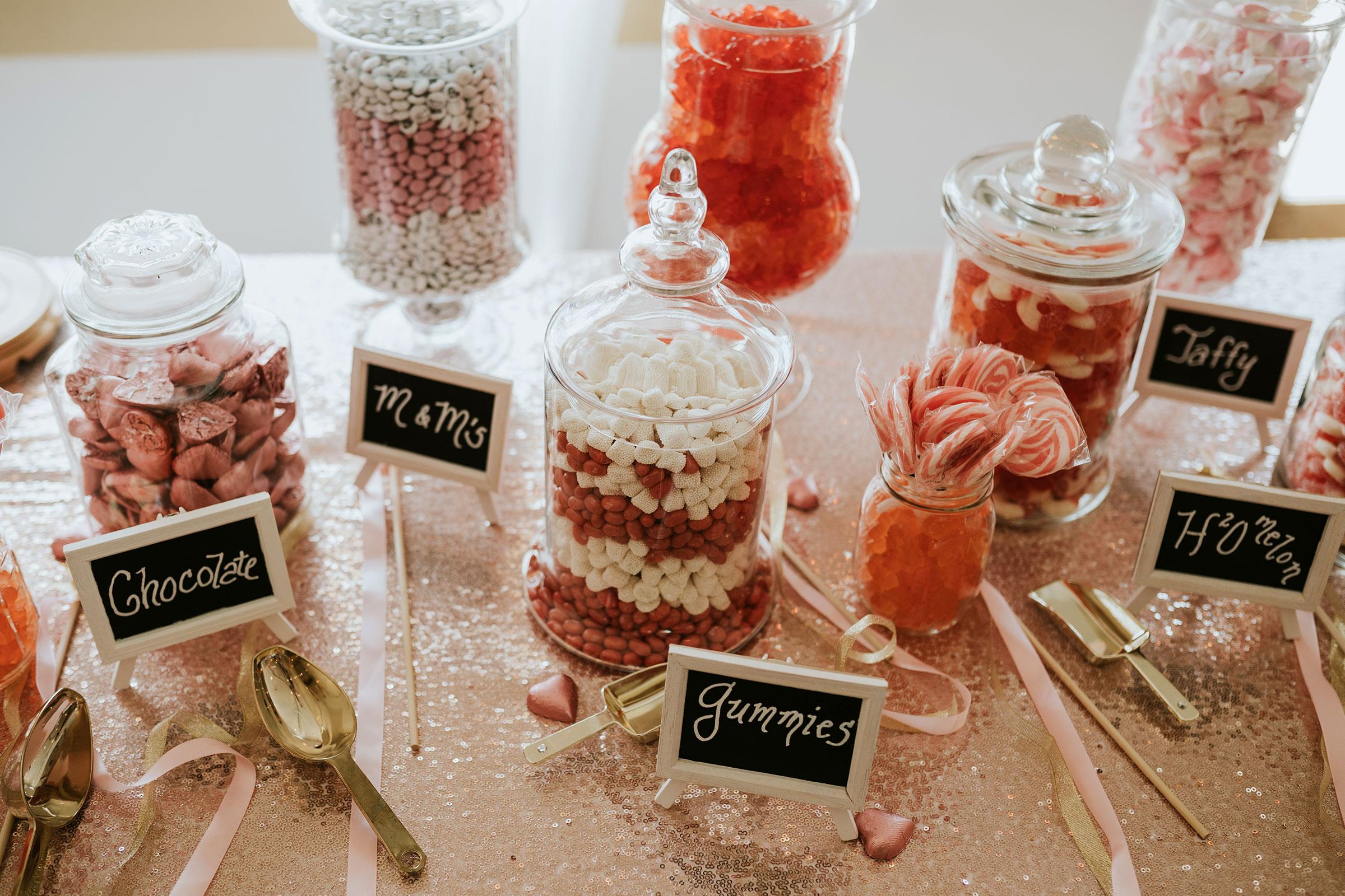 candy-bar-wedding-summerset-winery-indianola-iowa-raelyn-ramey-photography.jpg