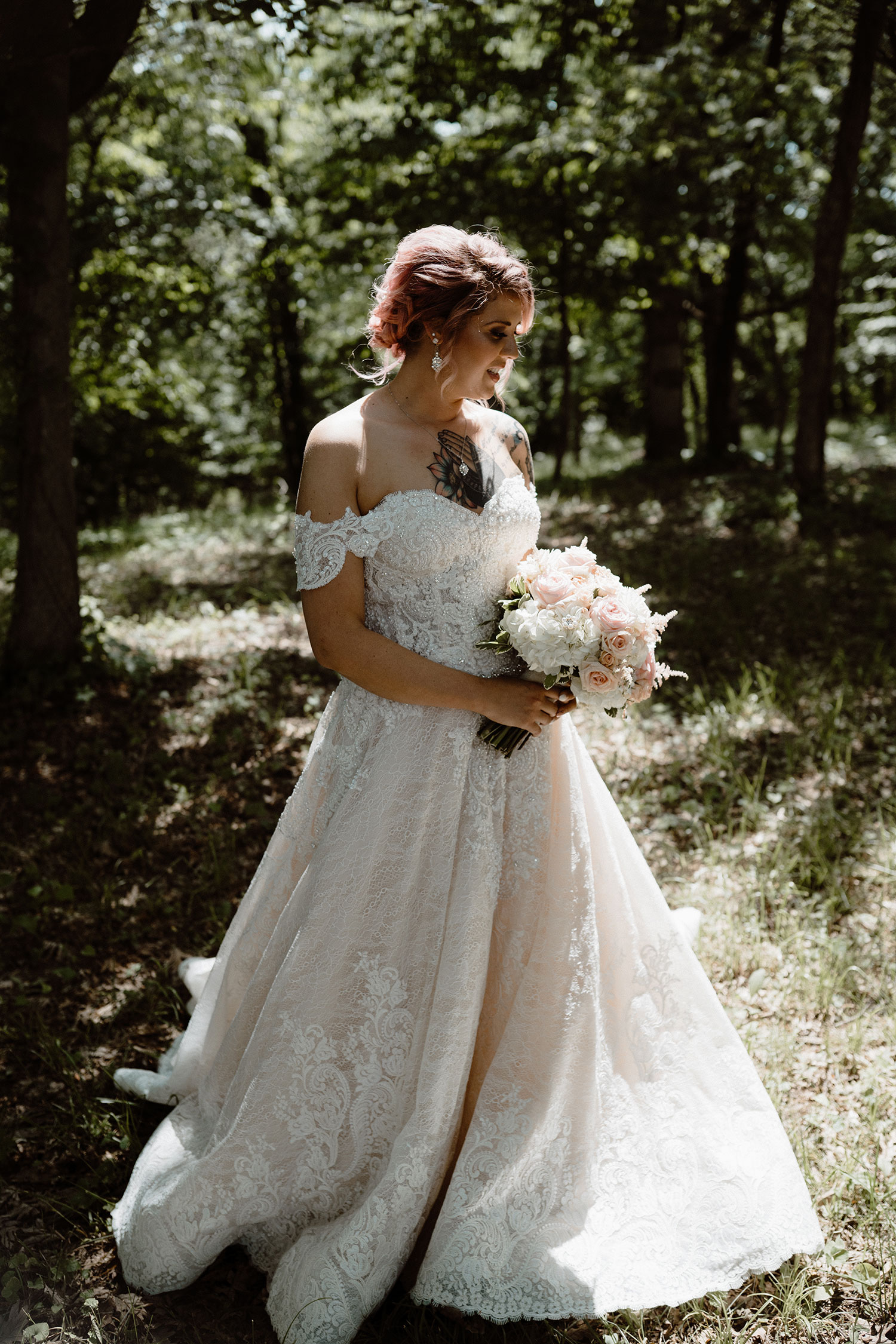 bride-holding-bouquet-in-sun-light-wedding-summerset-winery-indianola-iowa-raelyn-ramey-photography.jpg