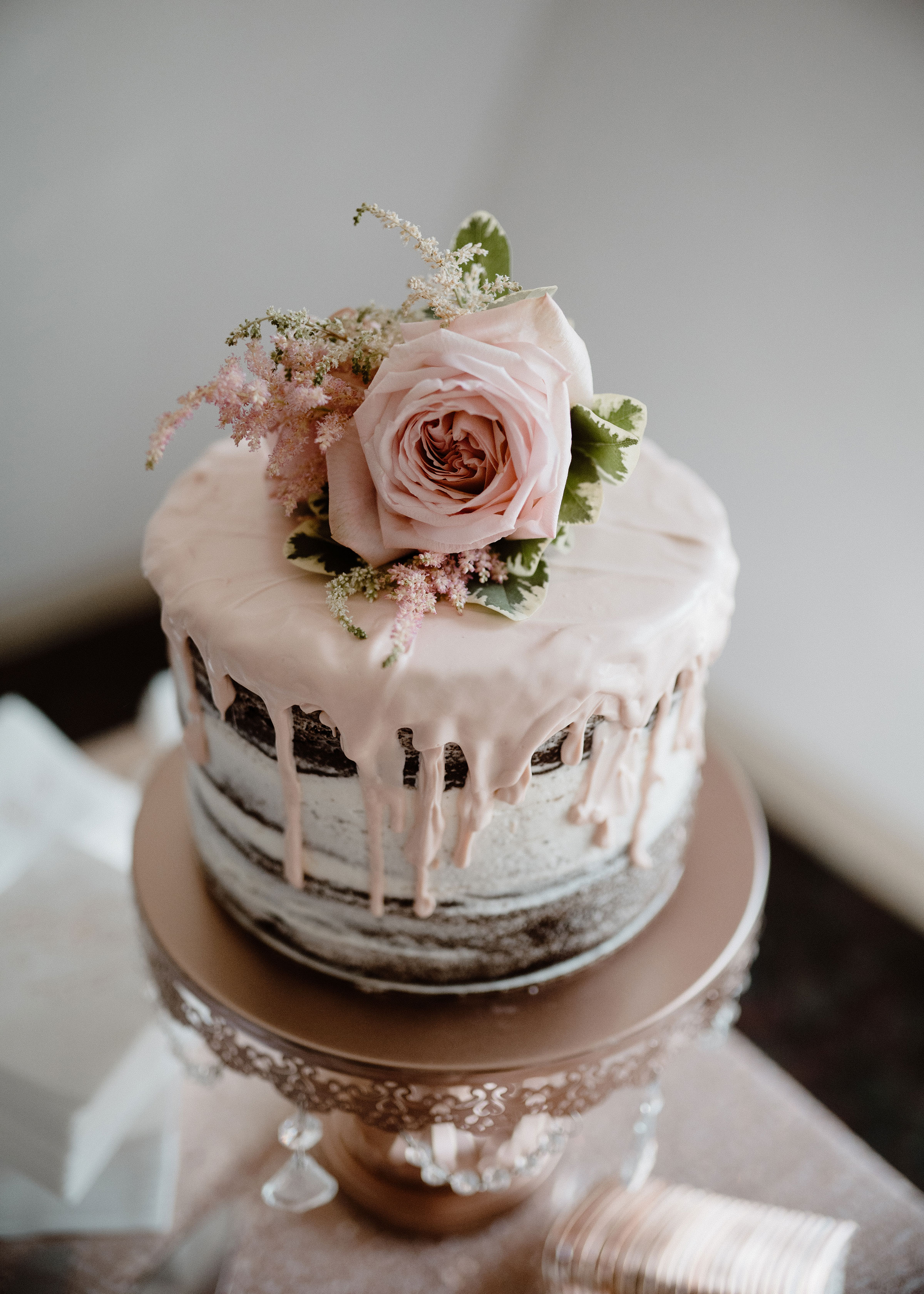 cake-with-roses-on-top-wedding-summerset-winery-indianola-iowa-raelyn-ramey-photography.jpg