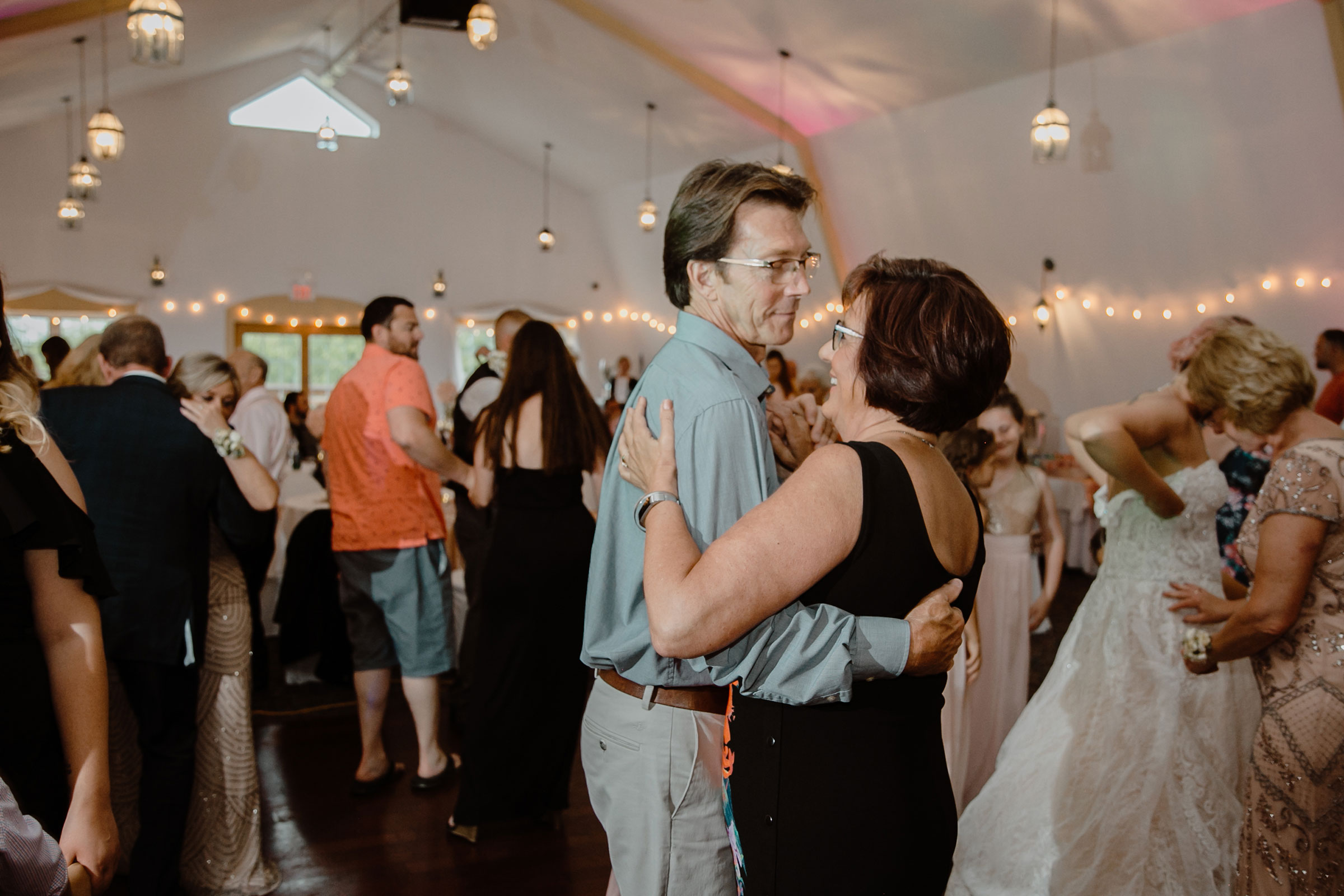 couple-dancing-during-recepetion-wedding-summerset-winery-indianola-iowa-raelyn-ramey-photography.jpg