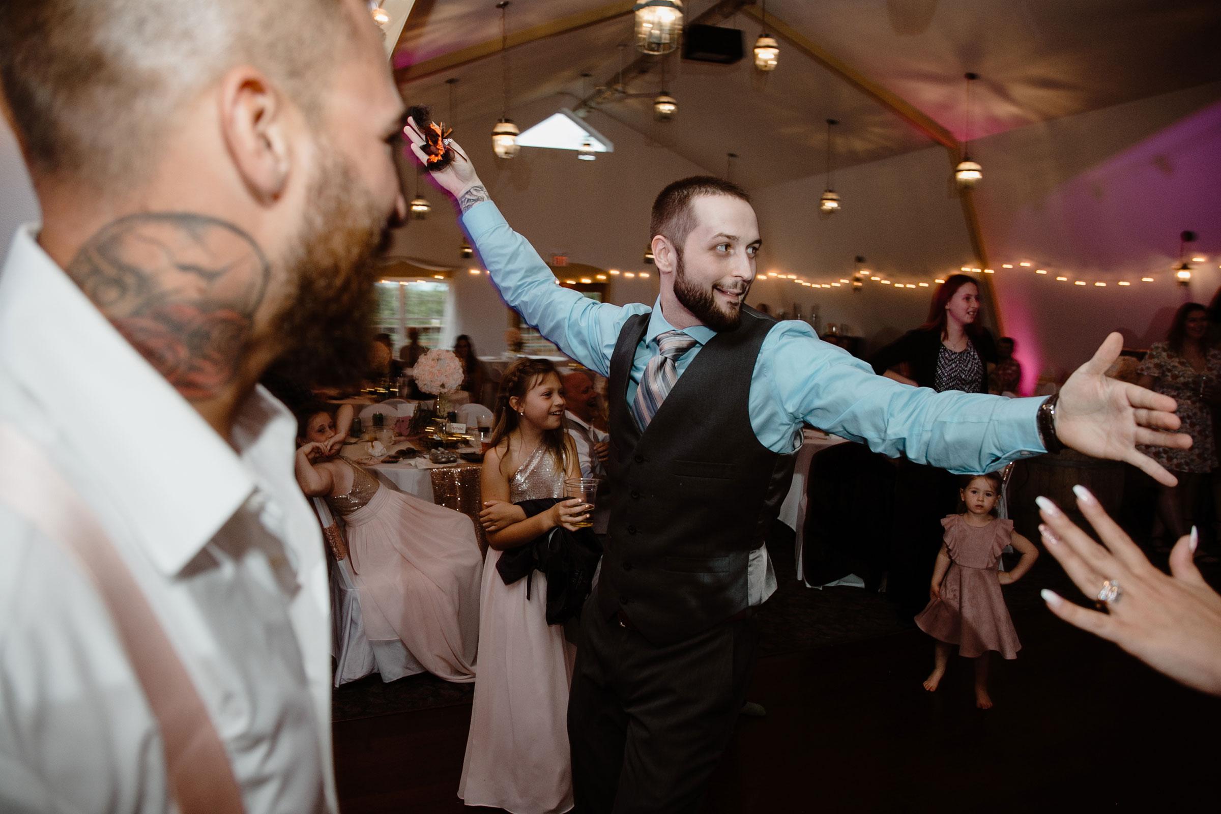 guest-catching-groom-garter-wedding-summerset-winery-indianola-iowa-raelyn-ramey-photography.jpg