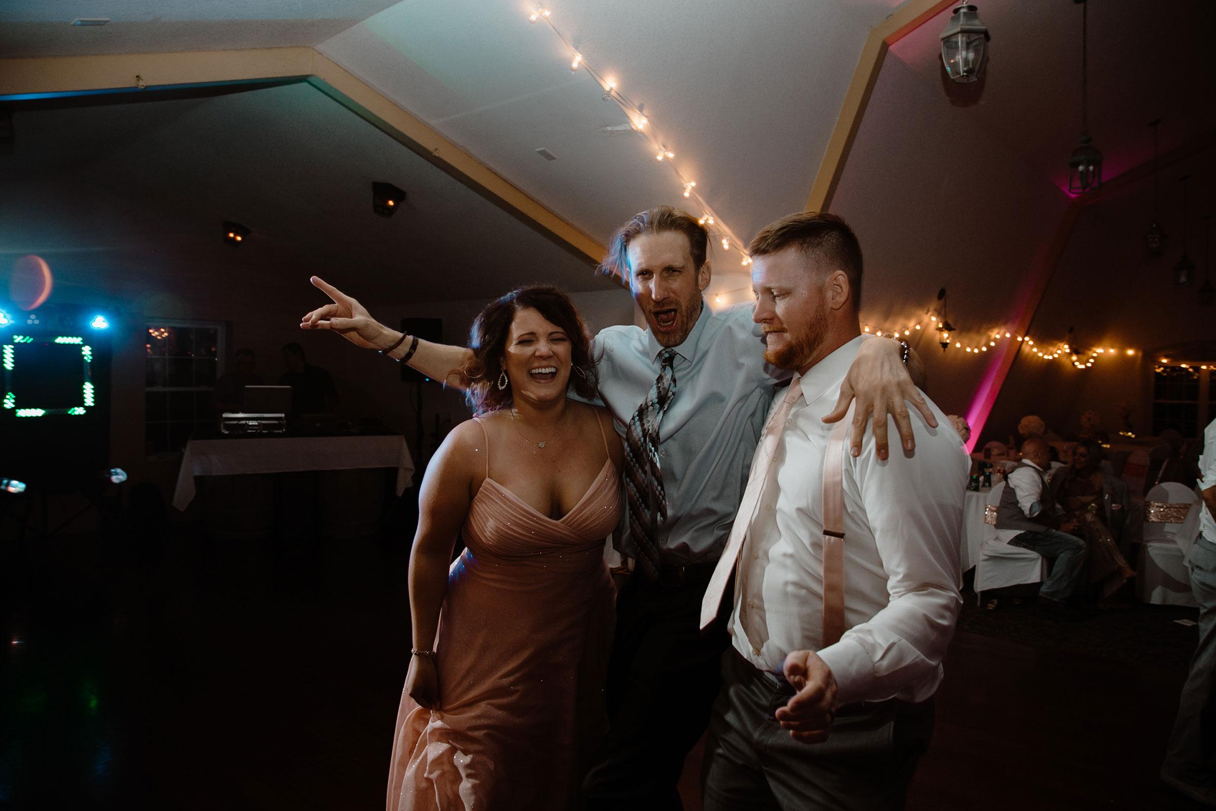 guest-groomesmen-maid-of-honor-dancing-wedding-summerset-winery-indianola-iowa-raelyn-ramey-photography.jpg