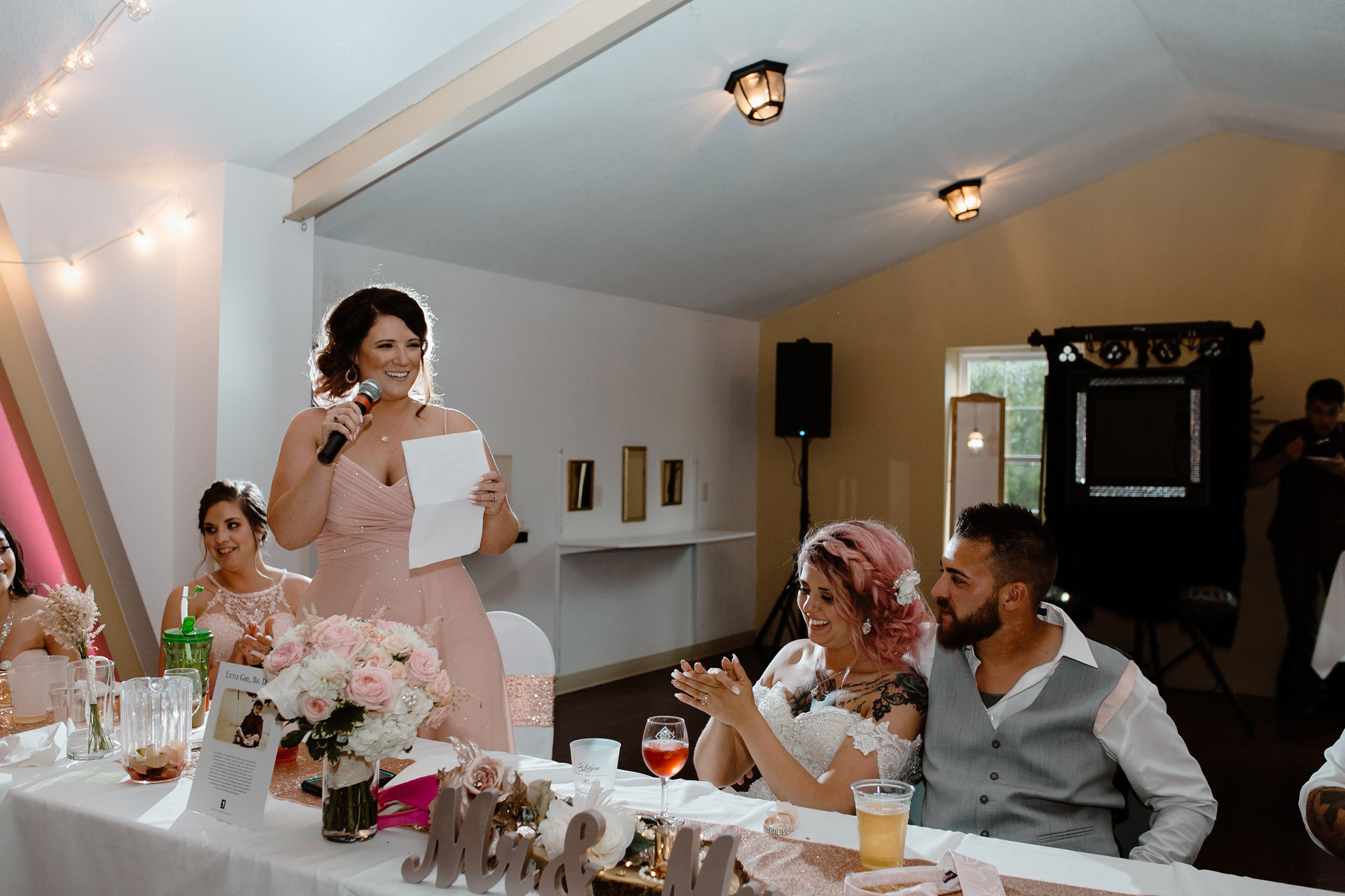 maid-of-honor-speech-laughing-wedding-summerset-winery-indianola-iowa-raelyn-ramey-photography.jpg