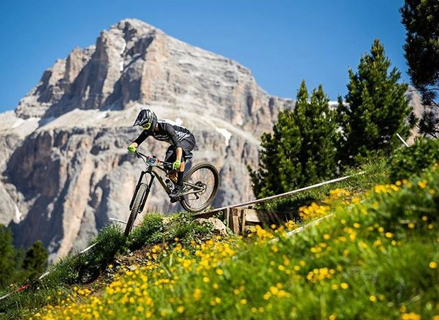 "👏🏼Cheering on @dialedhealth rider @nickyd358 as he takes on the @world_enduro in Italy this weekend!  He has been through a whole cycle of both the ""Off Season & Mid Season Enduro Program"" and now has the opportunity with @iamspecialized_mtb to race at the highest level of our sport!  Soak it in and ride without worry or hesitation brotha 👊🏼 . 💬Do you know our Santa Cruz local boy @nickyd358 ?  If so, drop a comment to cheer him on! . 📸: Seb Schieck . #dialedfam"