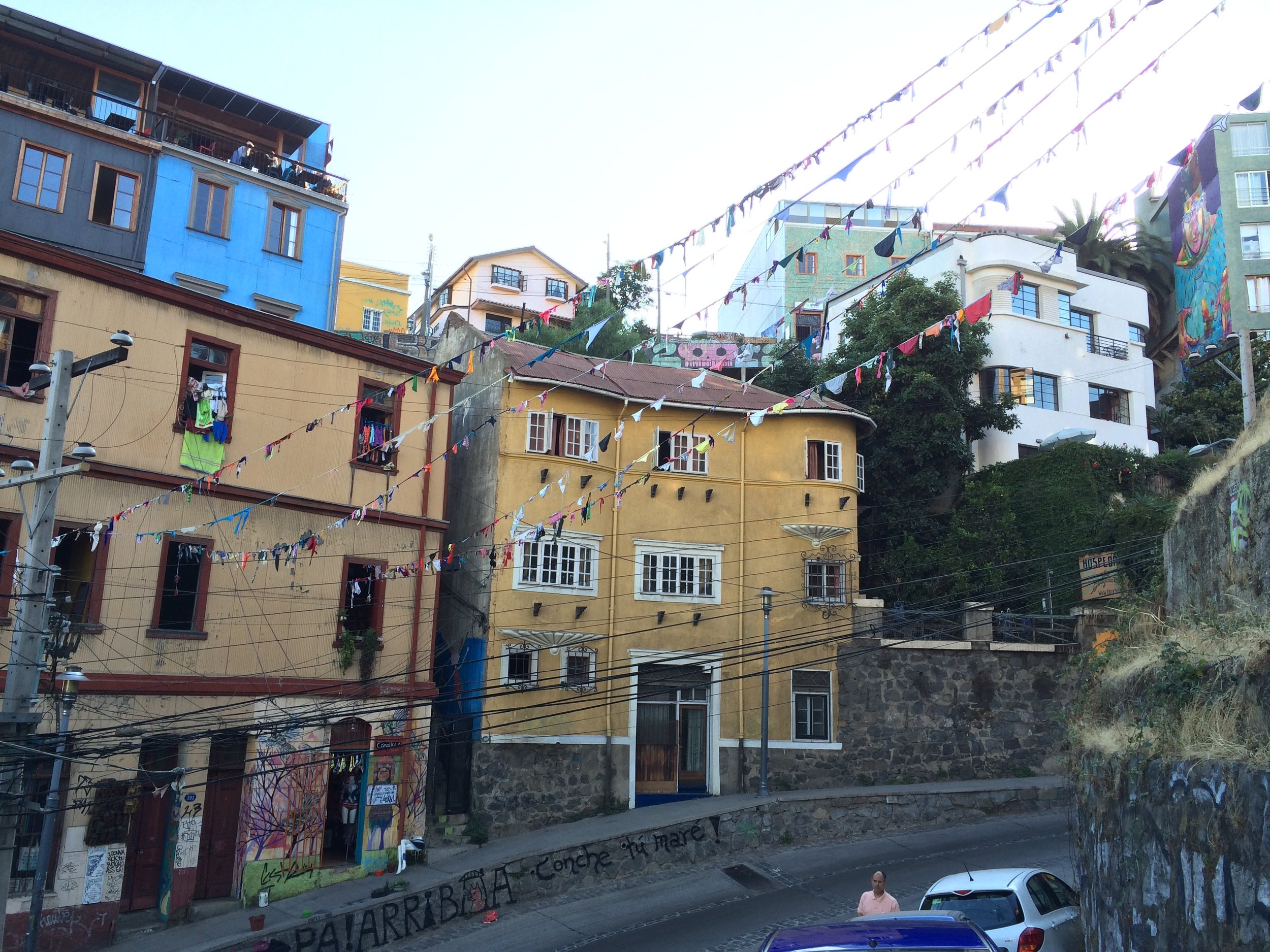 valparaiso-chile-flags-1.JPG