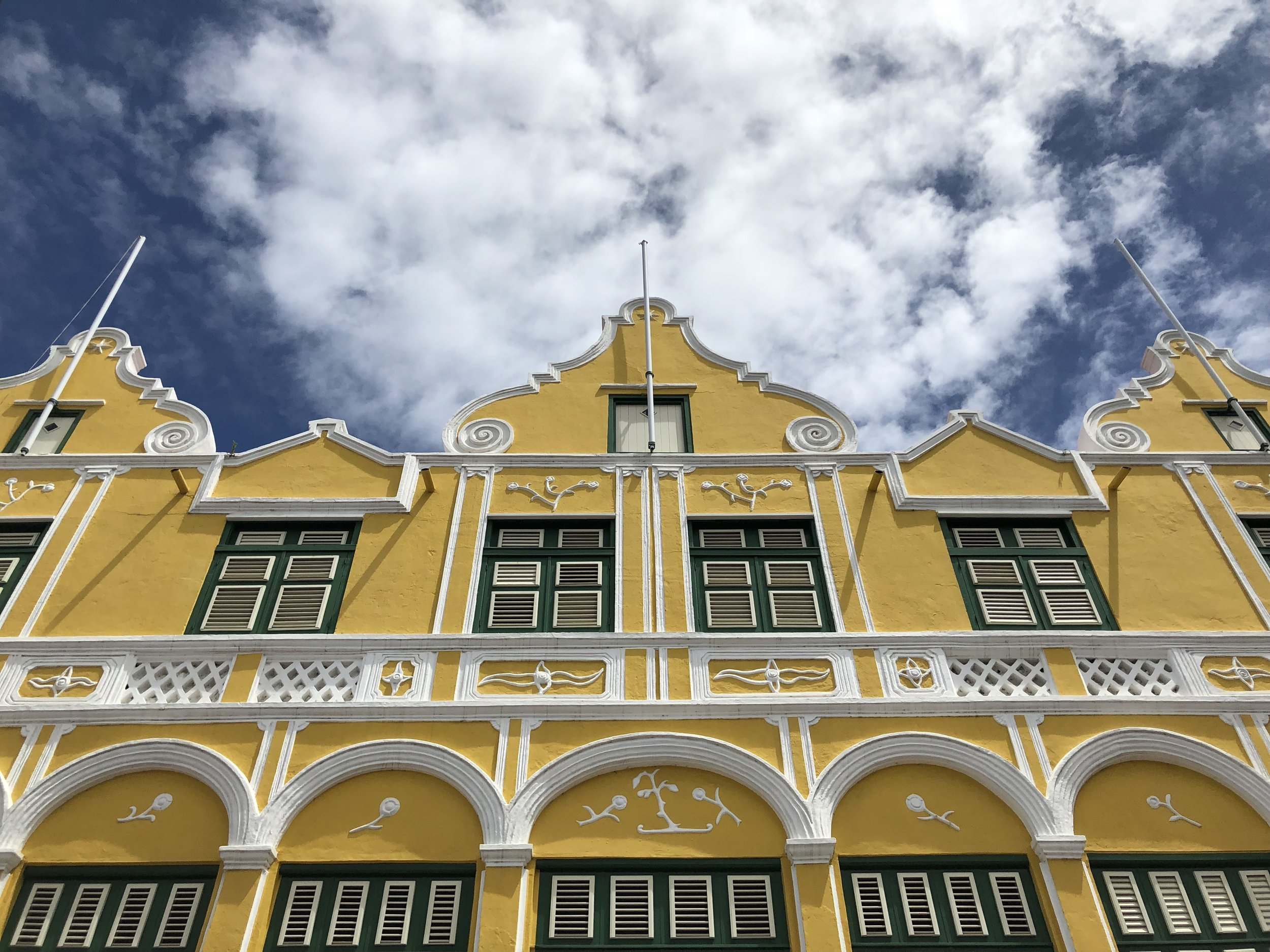 curacao-willemstad-yellow-building.jpg