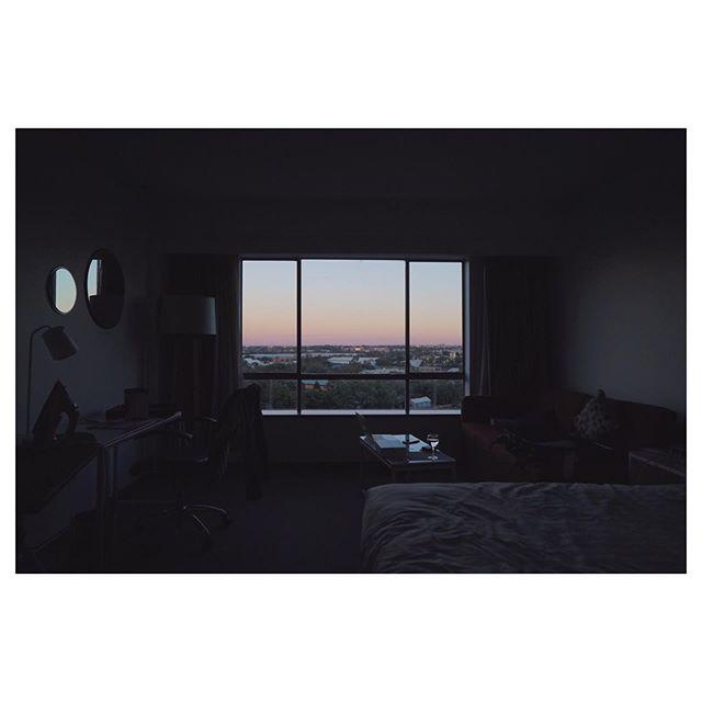 060519  Hotel room