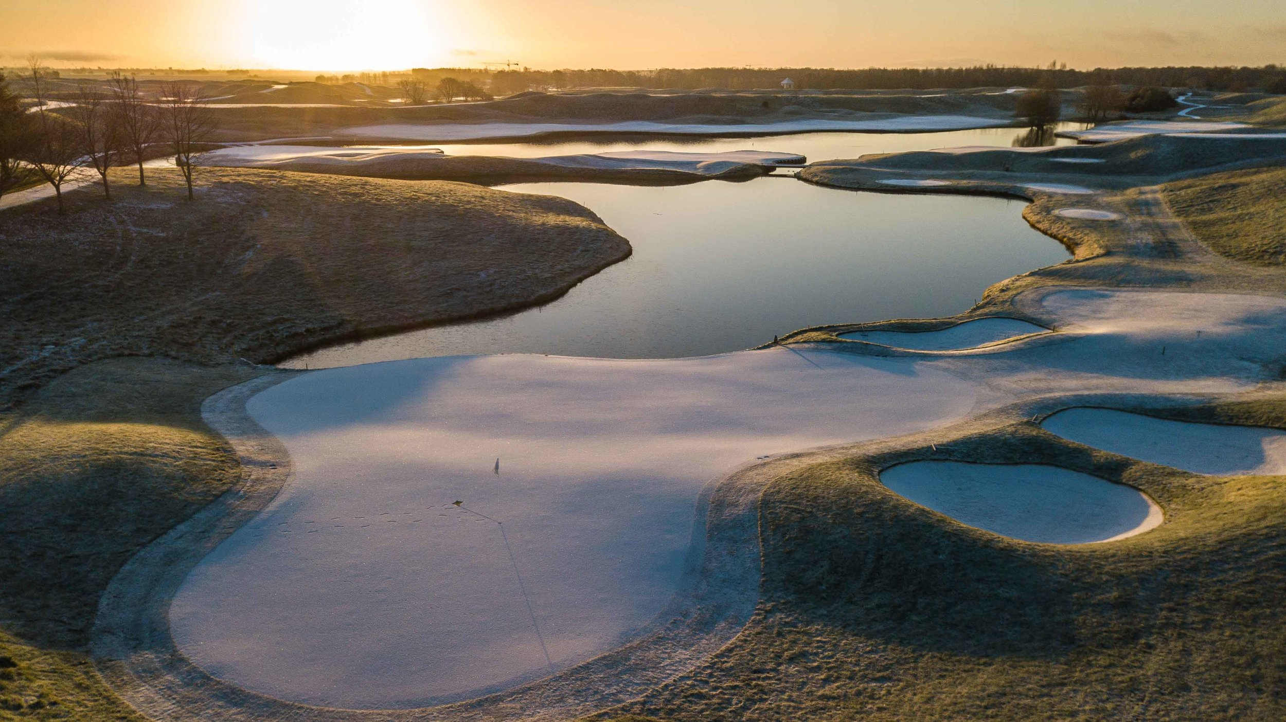 The sun rises over a chilly 16th at Le Golf National.
