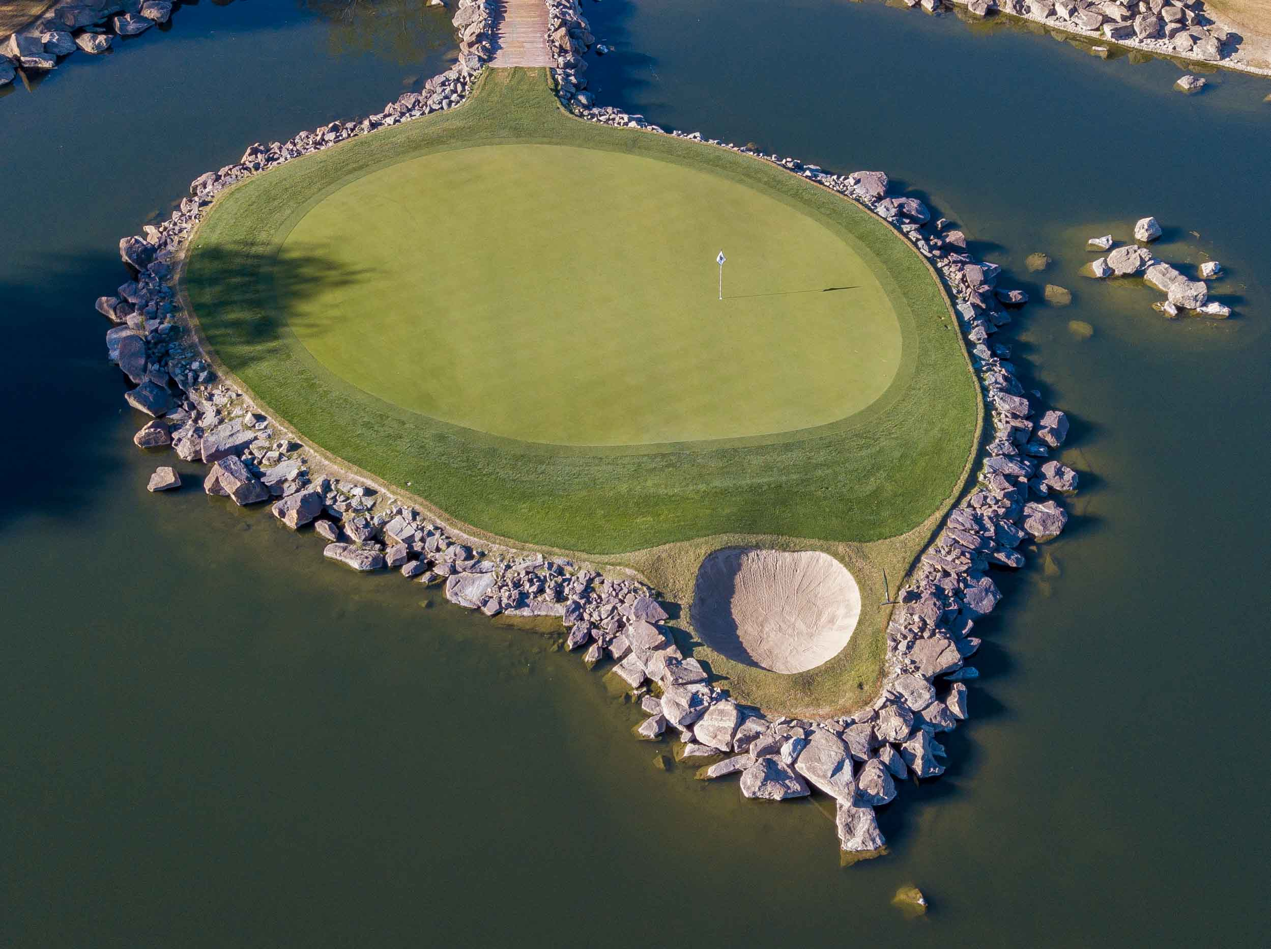 "The ""Alcatraz"" hole at    PGA West's Stadium Course"