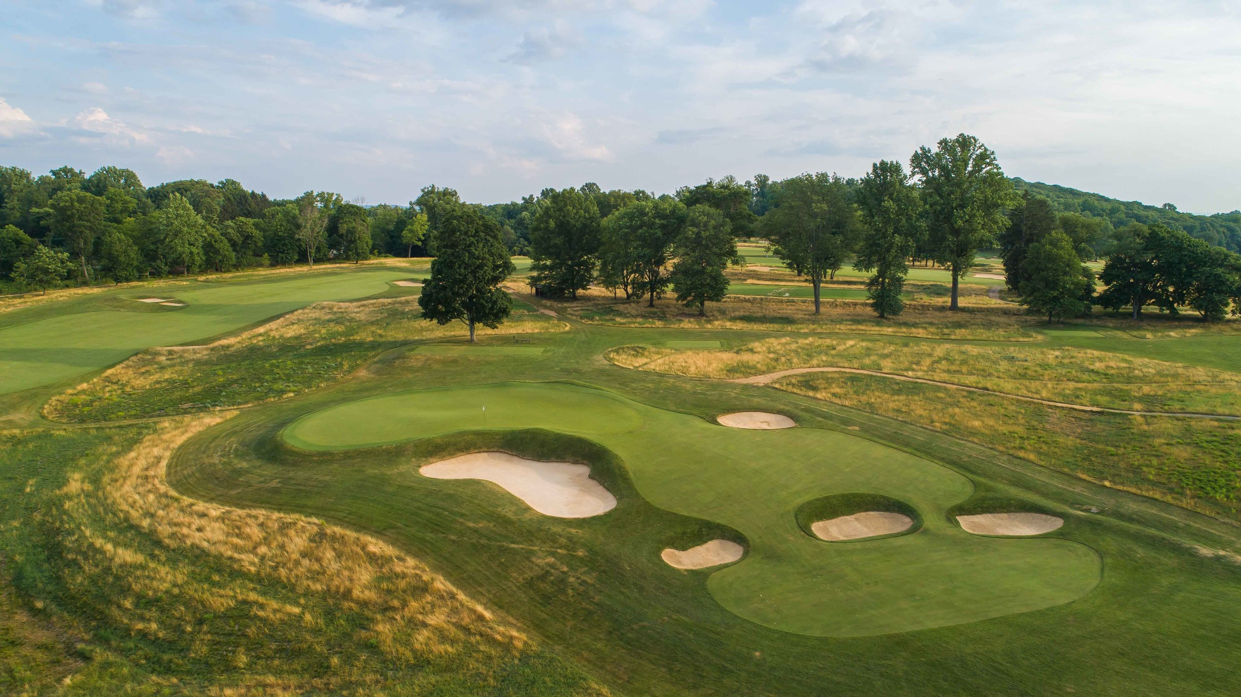 The 2nd hole at Somerset Hills is a par 3 redan hole and it is one of the best in America.