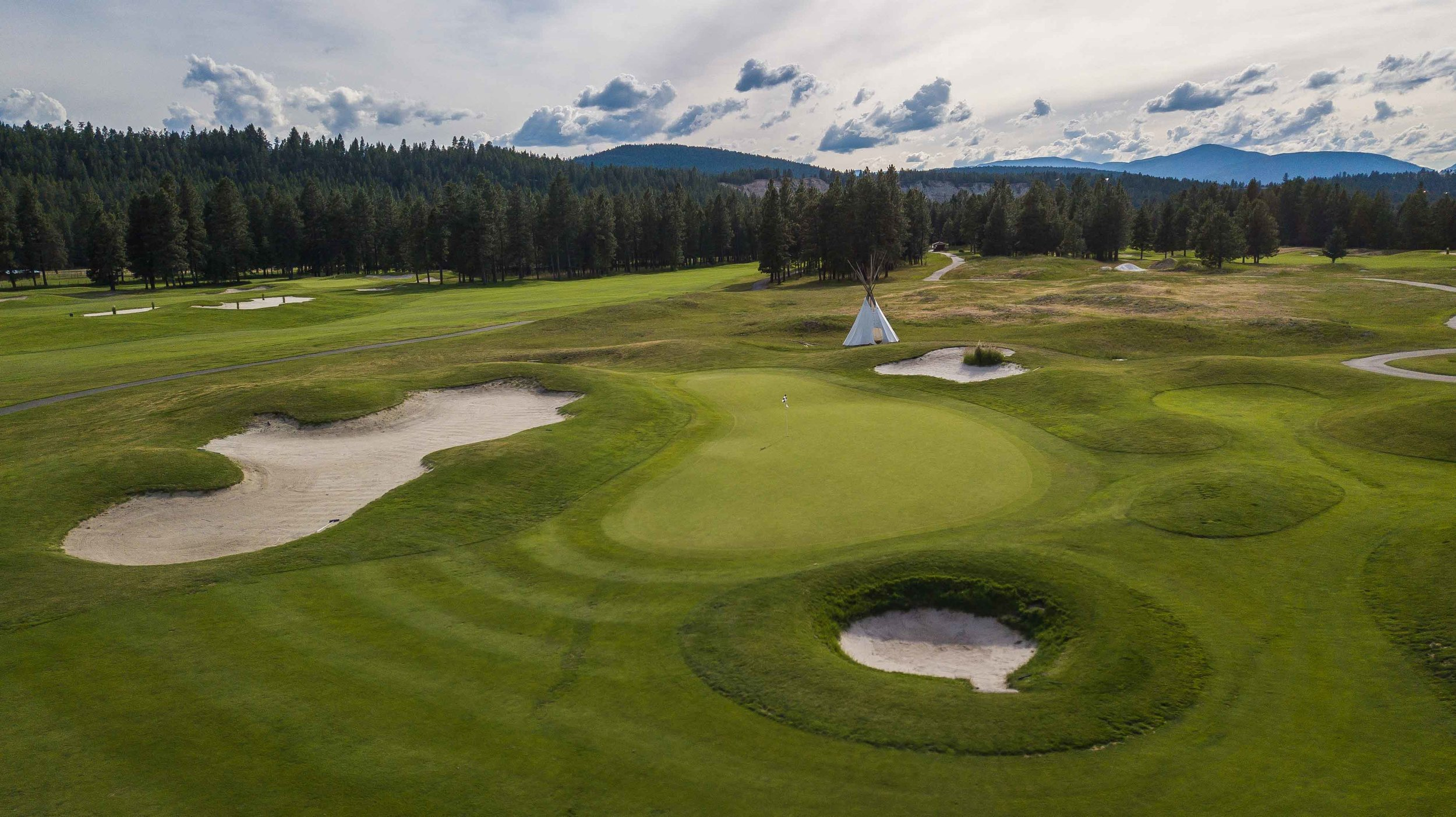 The 17th hole features a golf teepee behind the green.