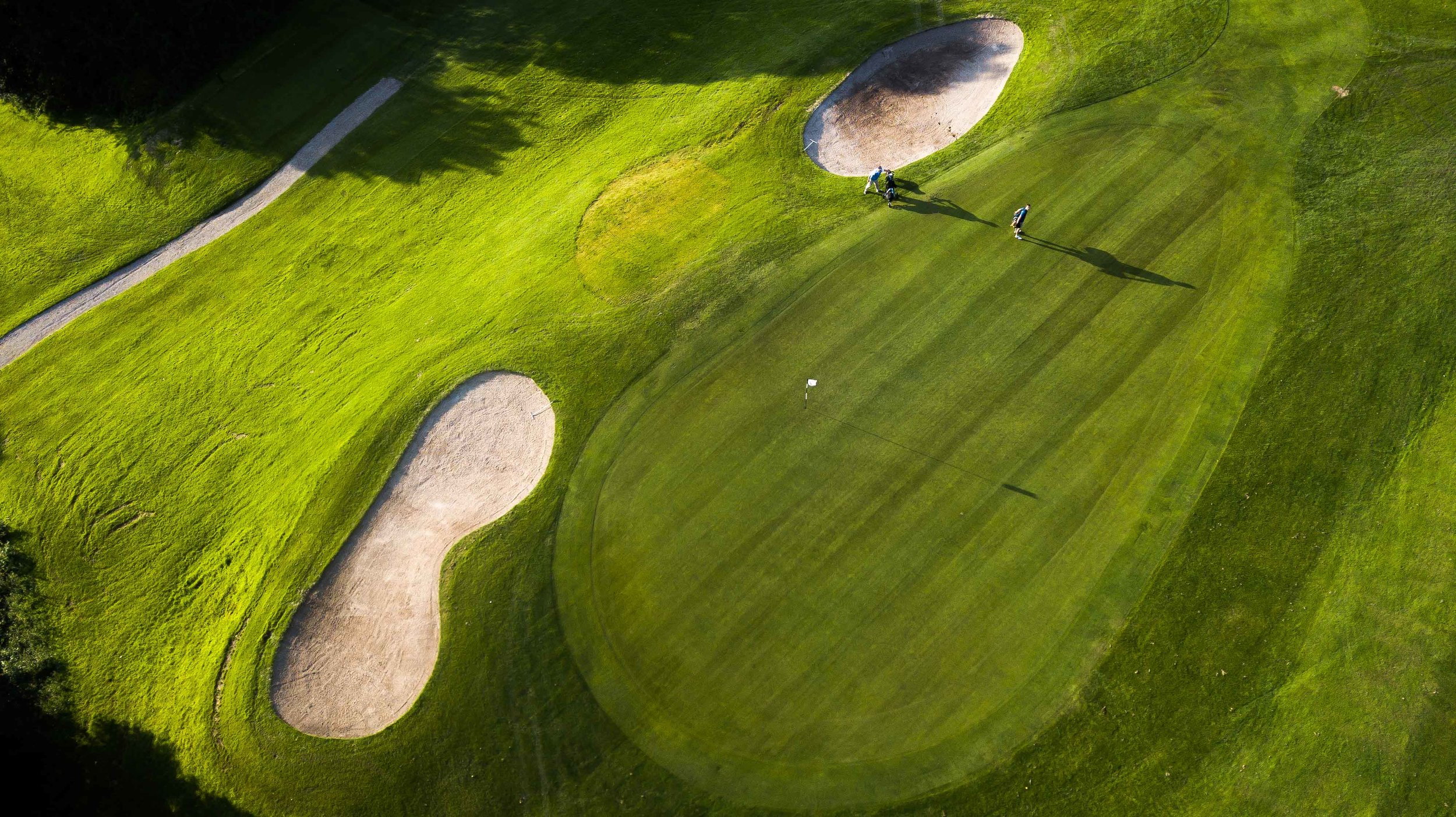 The 9th hole at Murrasyhall was the scene of the team speed golf competition.
