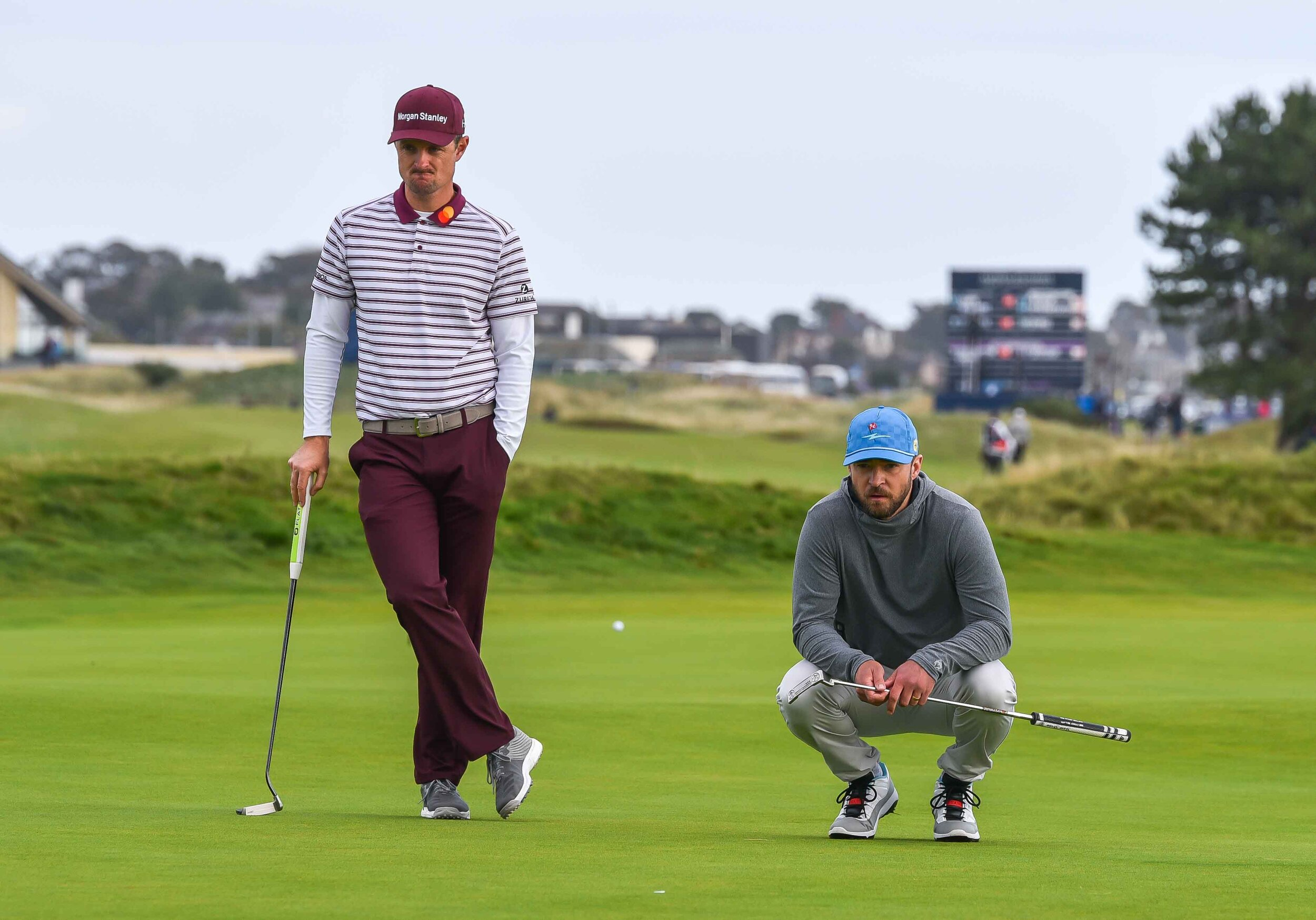 The two Justins mull over a pair of birdie putts.