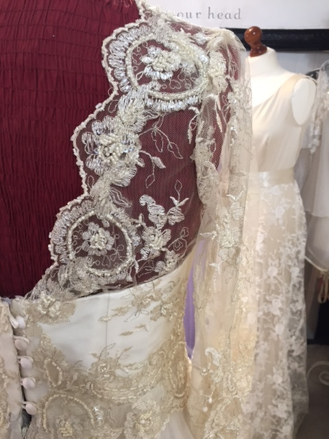 I love this lace with its Cameo style edging.