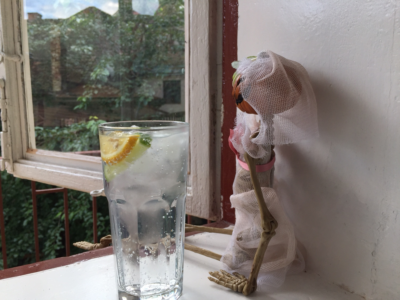 Relaxing in their apartment with a fresh G&T, this is the life!!