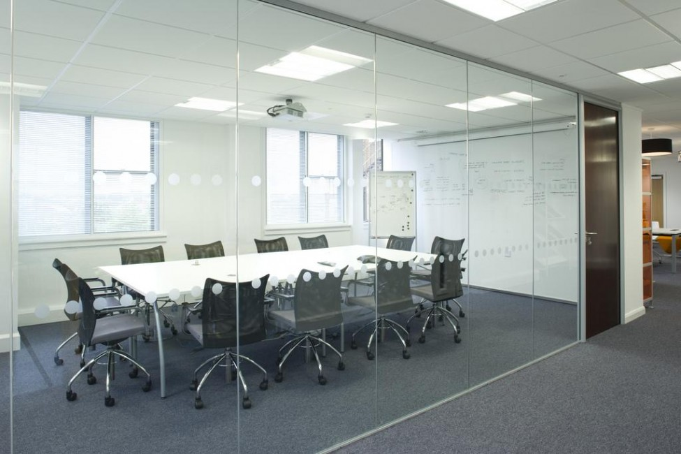 meeting-room-with-glass-wall-975x650.jpg