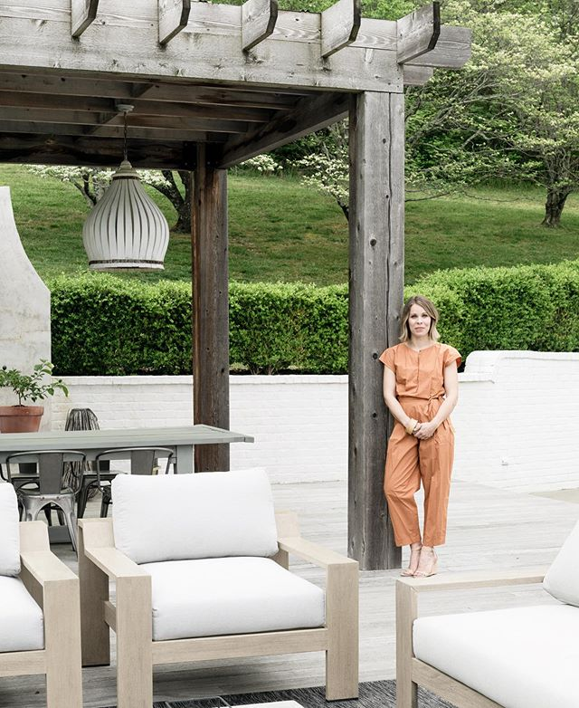 """When late July in charleston brings """"cooler"""" temps, you dream of having an outdoor space like this great one I worked on! One of my favorite outdoor spaces to date. (Photo: @josephgbradshaw) . #interiordesign #charlestoninteriors #charlestoninteriordesign #charlestoninteriordesigner #interiorinspiration #homeinspiration #interiordesigner #homegoals #moderndesign #modernhome #myhousebeautiful #interiorinspo  #interiormakeover #interiorlovers #beccajonesinteriors #interior123 #nashvilleinteriors #nashvilledesign #exteriordesign #exteriorspaces #sodomino #cljsquad #smmakelifebeautiful  #charlestoninteriordesign"""