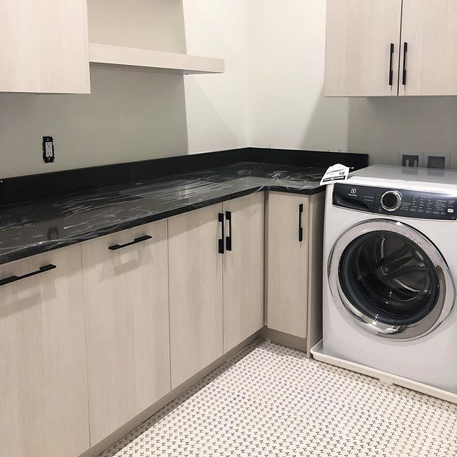 This laundry room is just about ready to get to work cleaning a whole of little people's laundry! The sweetness of families preparing to move into their new homes never gets old ❤️ Builder: Madigan projects (getting ready to post some more sneak peeks in my stories) . . #interiordesign #charlestoninteriors #charlestoninteriordesign #charlestoninteriordesigner #interiorinspiration #homeinspiration #interiordesigner #homegoals #moderndesign #modernhome #myhousebeautiful #interiorinspo  #interiormakeover #interiordecorator #interiorlovers #beccajonesinteriors #interior123 #laundryroomgoals #laundryroomdesign #workinprogress #sneakpeek #smmakelifebeautiful #cljsquad #charlestoninteriordesign #homedesign #interiordesignideas