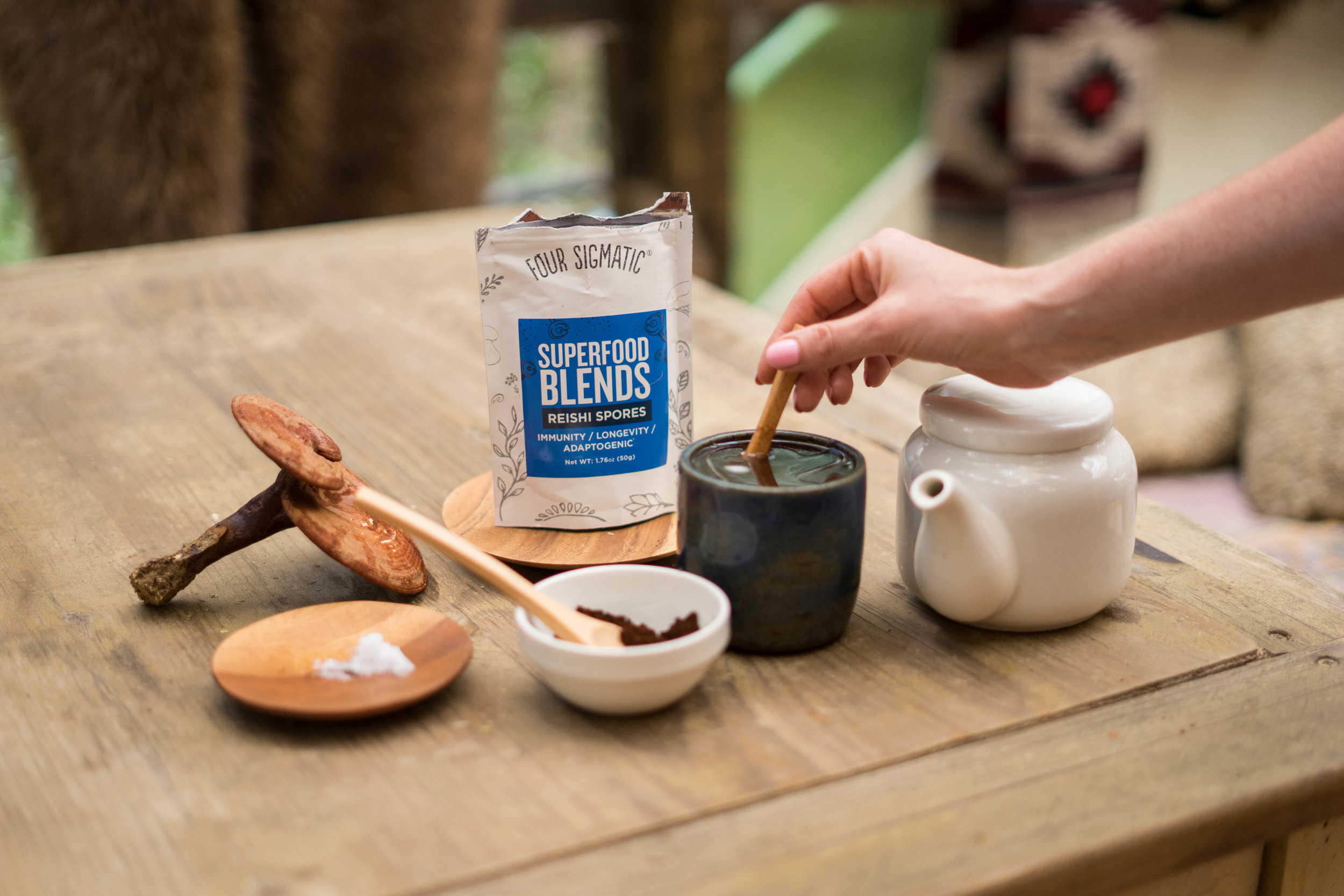 Upgrade your favourite drink or smoothie with a  Superfoods Mushroom Blend  from Four Sigmatic!