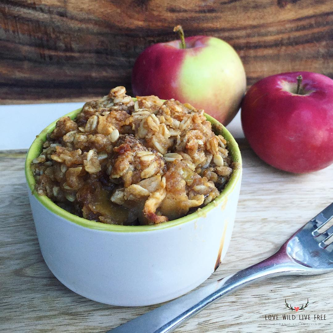 My Vegan Apple Crisp made with a cinnamon & sugar oat topping is perfect any time of the year. Serve it warm with dairy-free ice cream for the ultimate (guilt-free) indulgence.