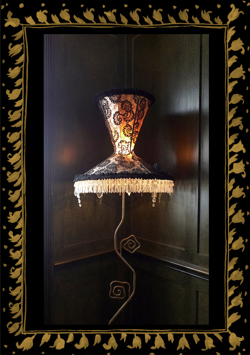 Bustier lampshade in black lace, trimmed with crystal chandelier drops