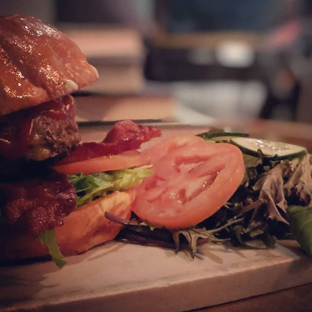 Come tackle this whale sized burger. Moby Dick is a 1/2 pound burger that will immerse your taste buds. Add a salad or Potter's Potatoes to dive even deeper. 🐳🐳🐳 • • #burger #food #foodporn #salad #tolucalake #studiocity #burbank #losangeles #bigburgeralert #bar #restaurant #eat #goodeats