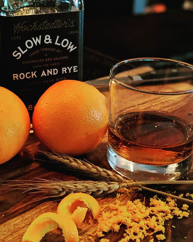 """Too much of anything is bad, but too much good whiskey is barely enough."" – Mark Twain • @drinkslowandlow • #whiskeyglasses #whiskey #rye #bar #tolucalake #burbank #studiocity #losangeles #drinkup #cheers #whosthirsty #"