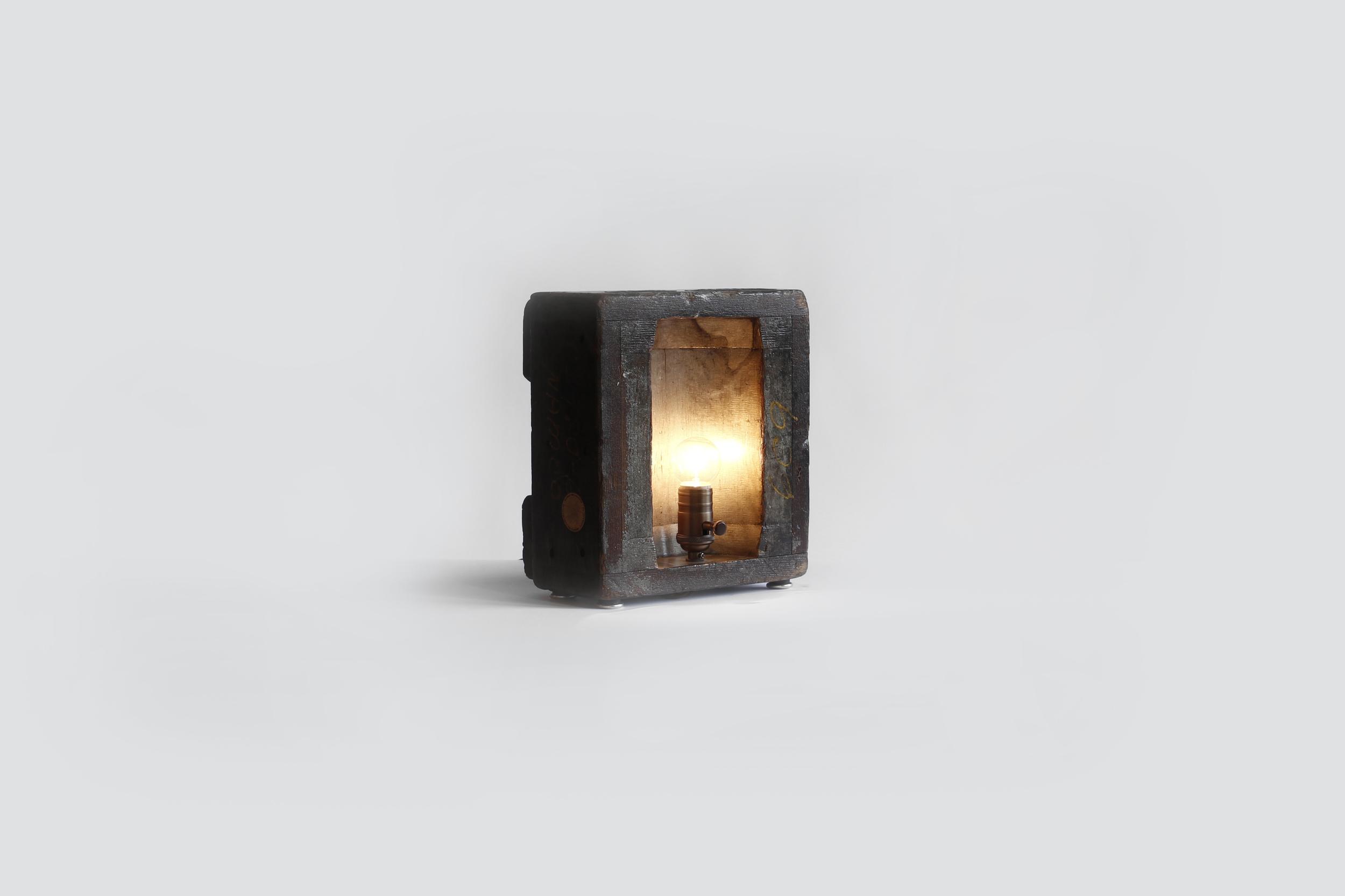 Light 21 -4.jpg