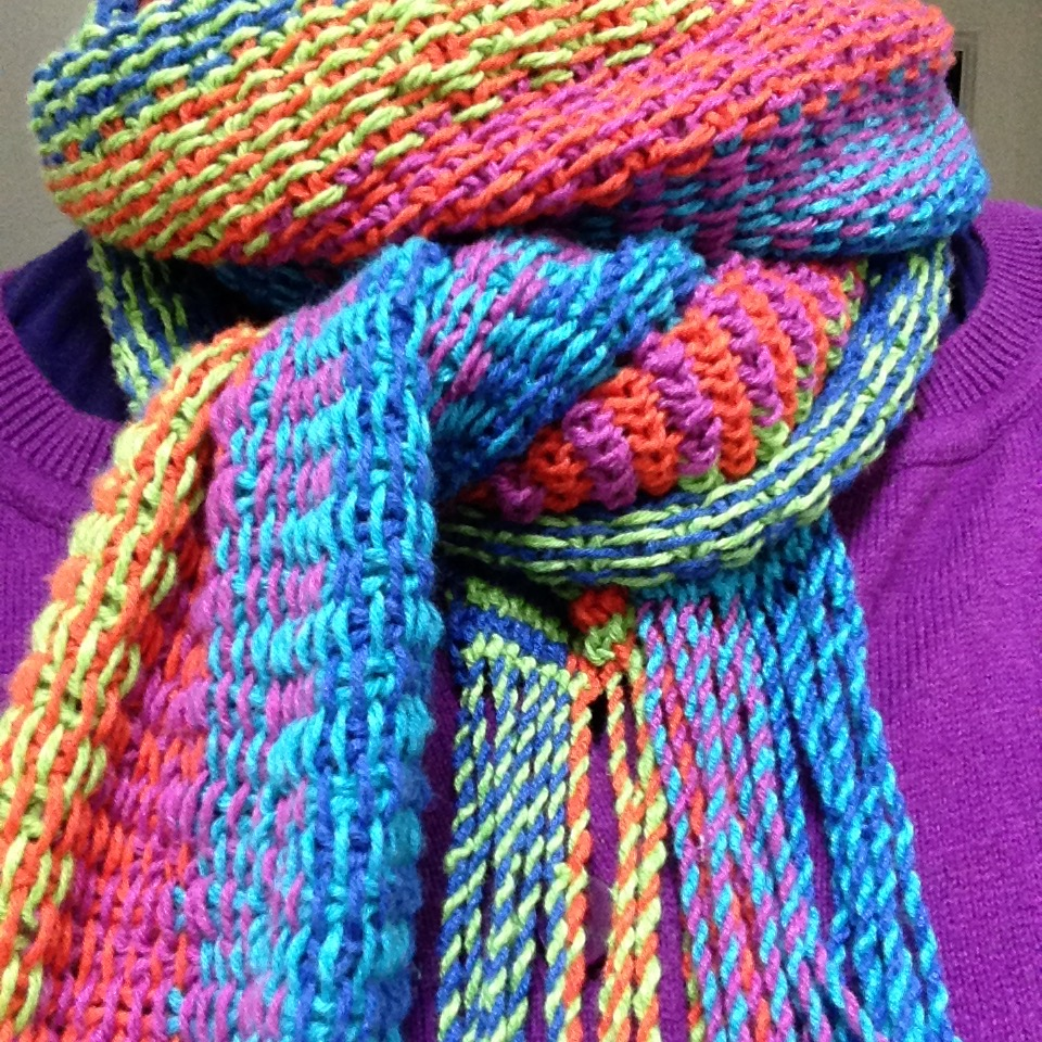Linen stitch scarf in overlapping stripes. Pattern below.