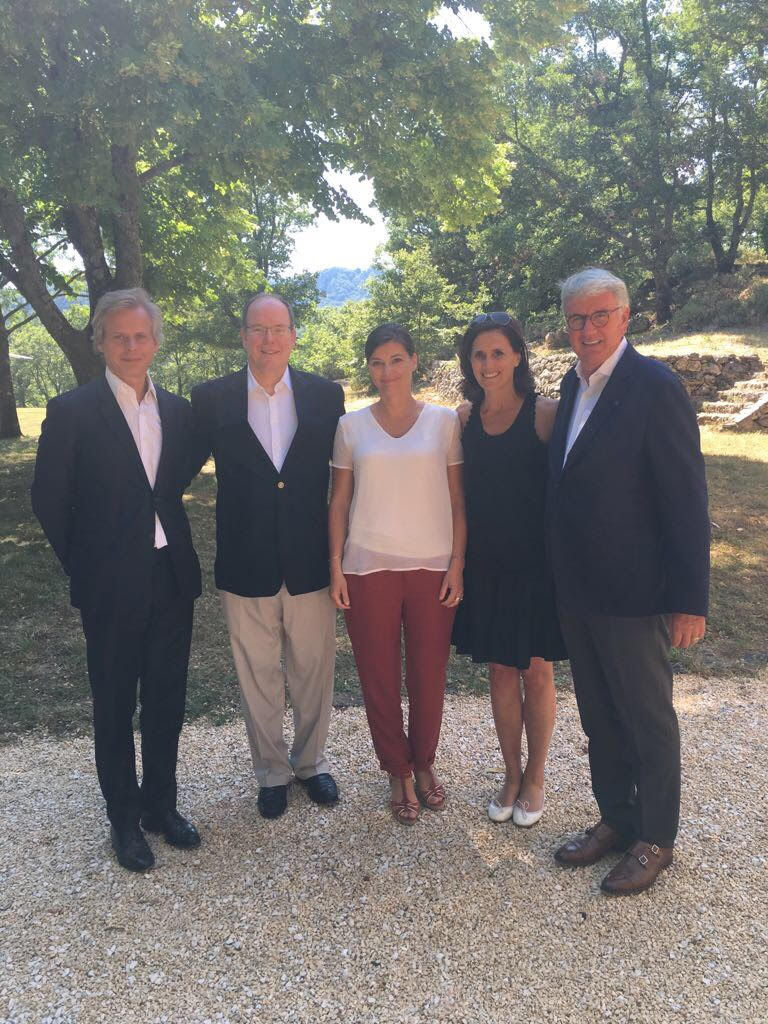 PDG de Guerlain - Laurent Boillot, SAS Le Prince Albert II de Monaco, Sandrine Sommer - Directrice du Développement Durable de Guerlain, et Thierry Dufresne - Président Fondateur de l'OFA.