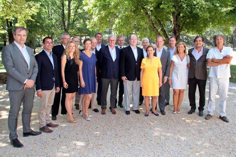 Le couple initiateur de ce projet, Thierry et Soizic Dufresne entourés par SAS le Prince Albert II de Monaco et les intervenants de cette journée de lancement avec les principaux partenaires.