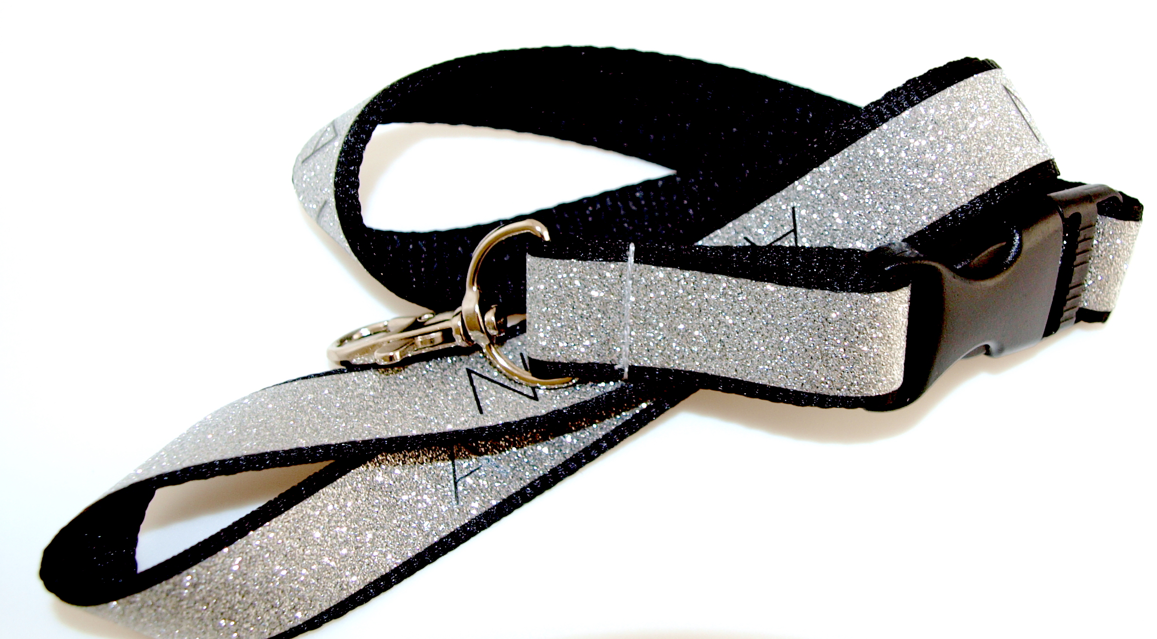 Lanyard with glitter effect