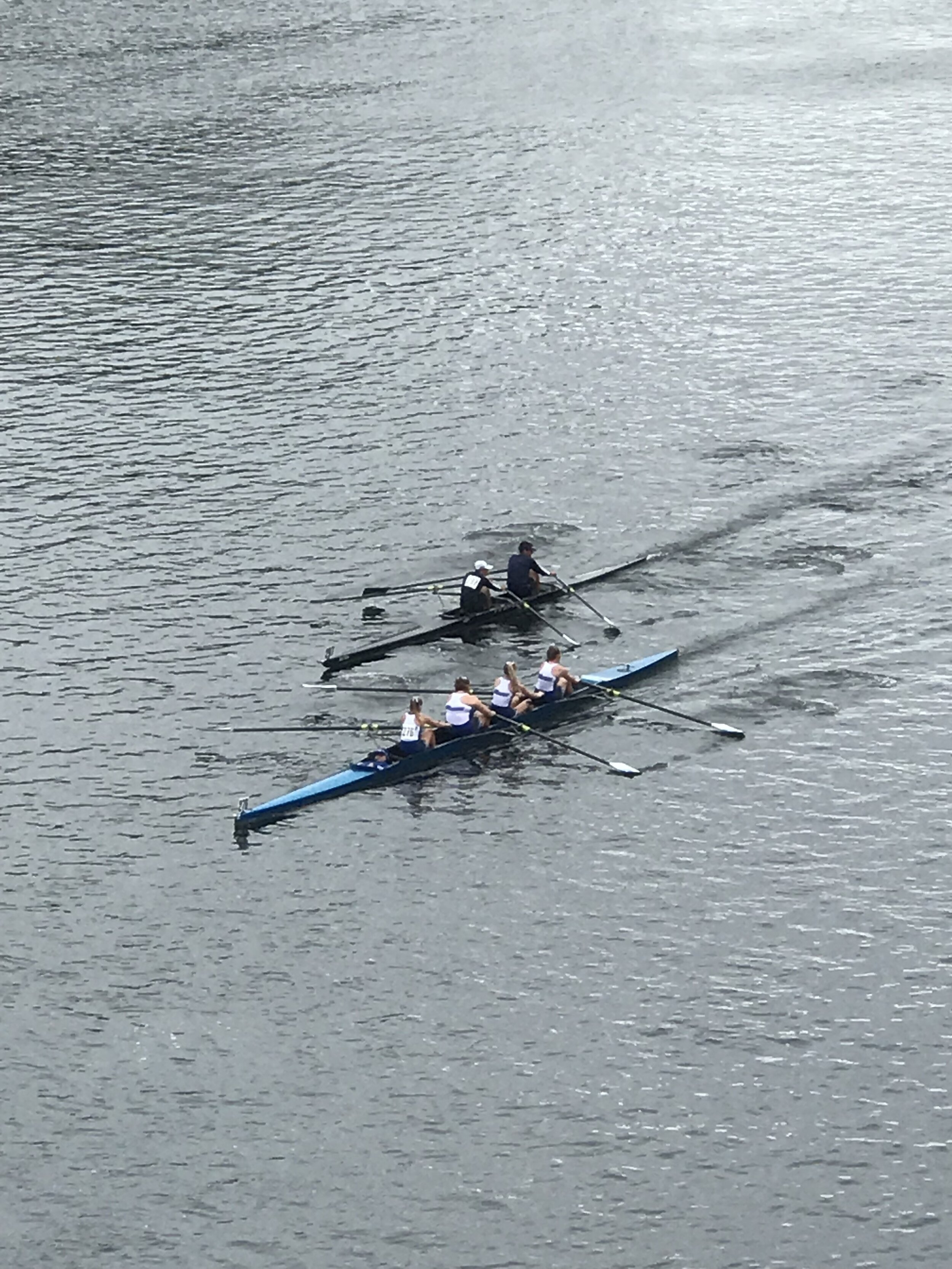 Men's 2x trying to squeeze by a 4+
