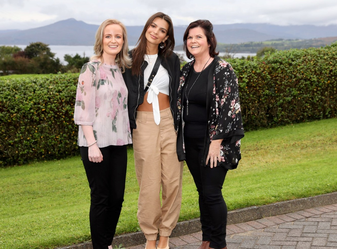 Emily Ratajkowski pictured at Cork ARC Cancer Support House in Bantry Catriona O'Mahony, Community Cancer Support Co-ordinator and Claire Spillane, Volunteer.