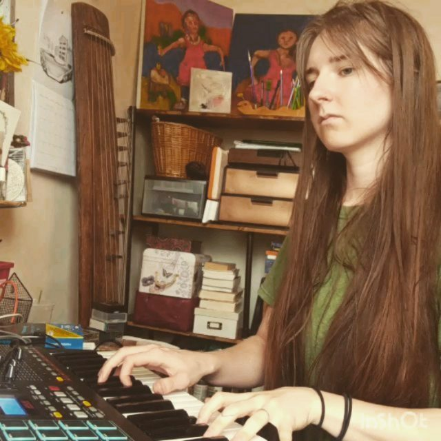 Rainy day tunes. Been feeling the keys lately, new songs to come 🎹✨🦎 This cover of Fiona Apple covering My Coleman is dedicated to @fennecfilms8148 and all the weird sad kids out there 💜 chin up you're not alone!  #piano #pianocover #fionaapple #singersongwriter #singer