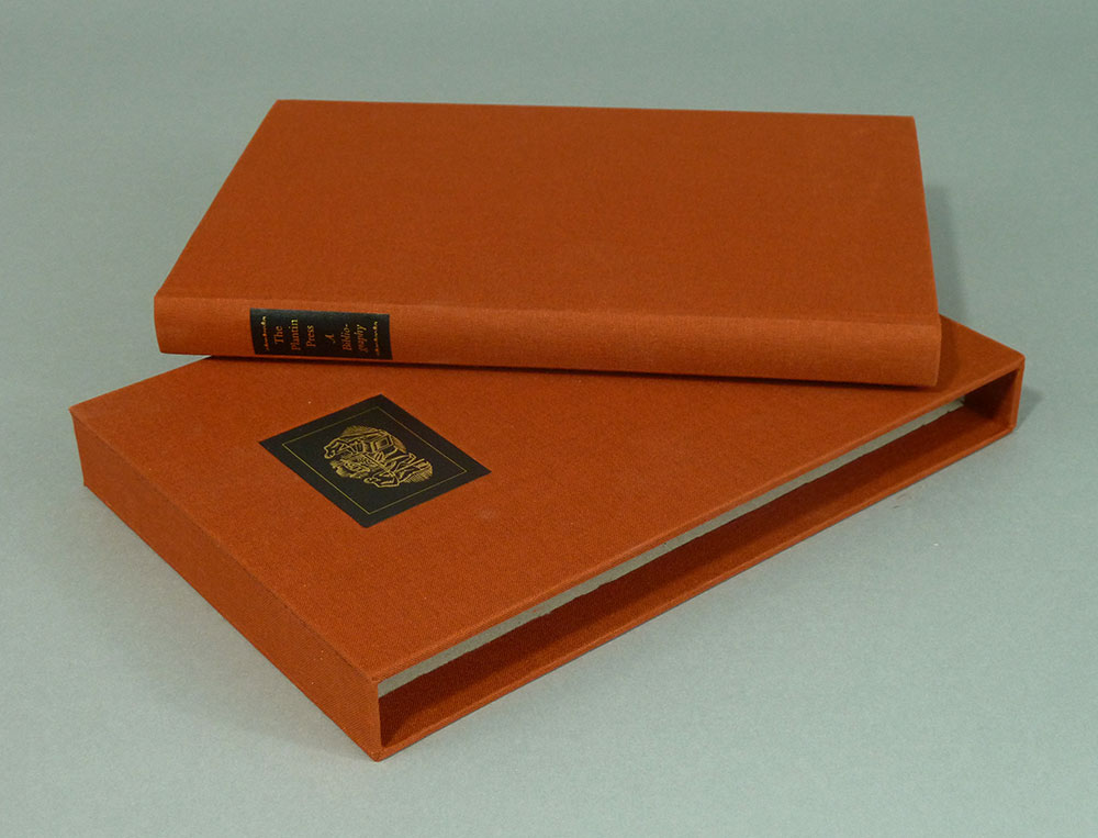 Binding and slipcase of special edition.