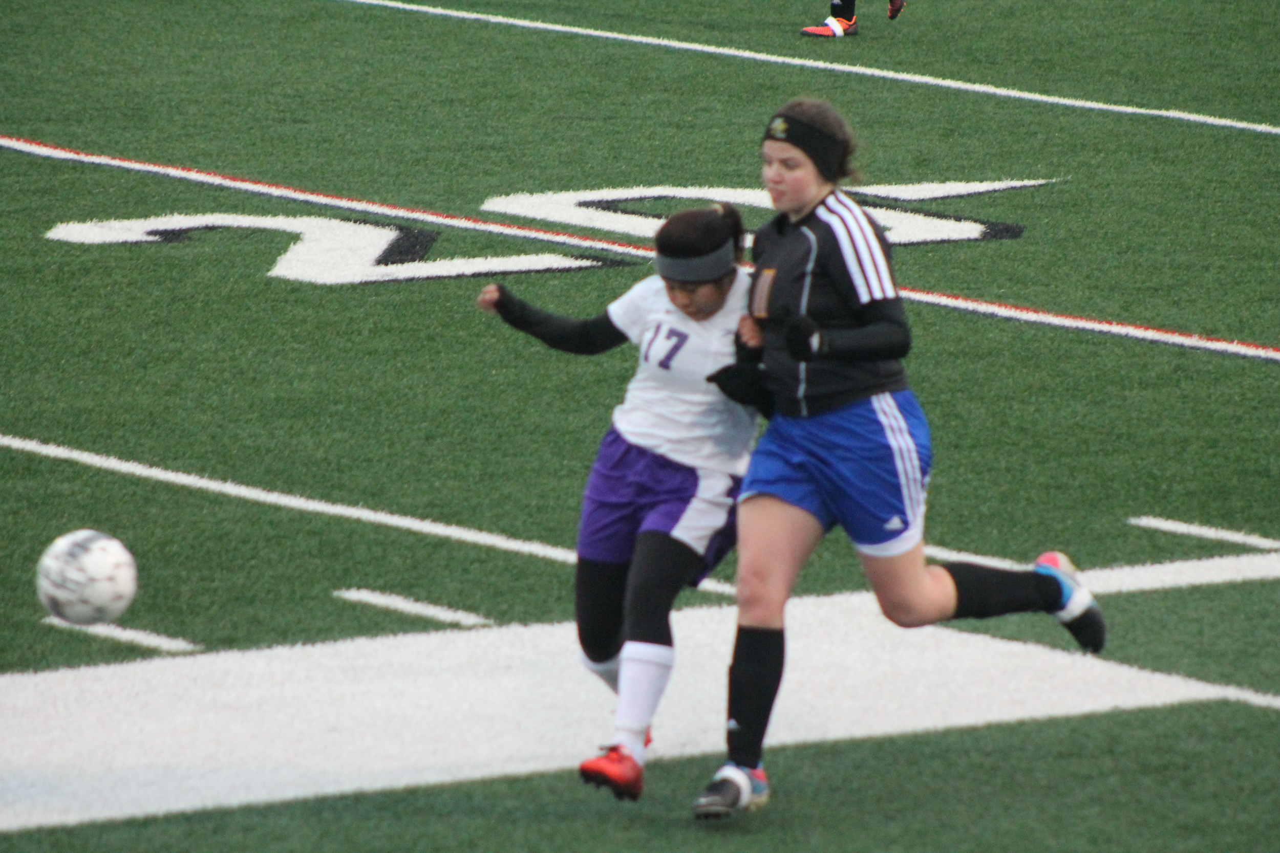 (Photo by Adam Routon) Claire Thompson fighting for position.