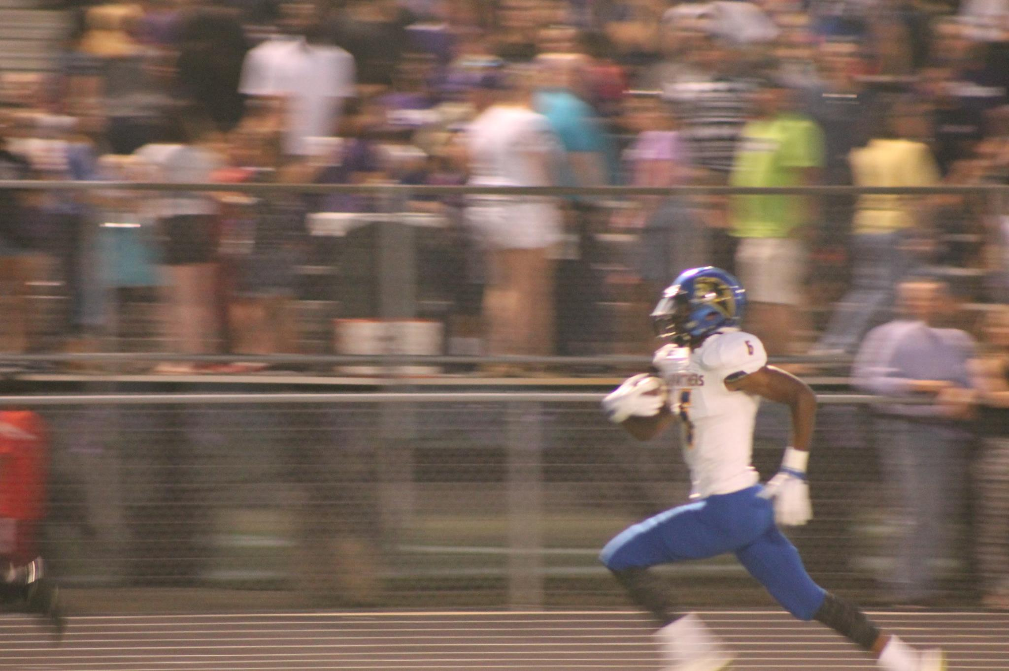 (Photo by Maddy Routon) Julique Franklin with a 98 yard kickoff return for a TD.