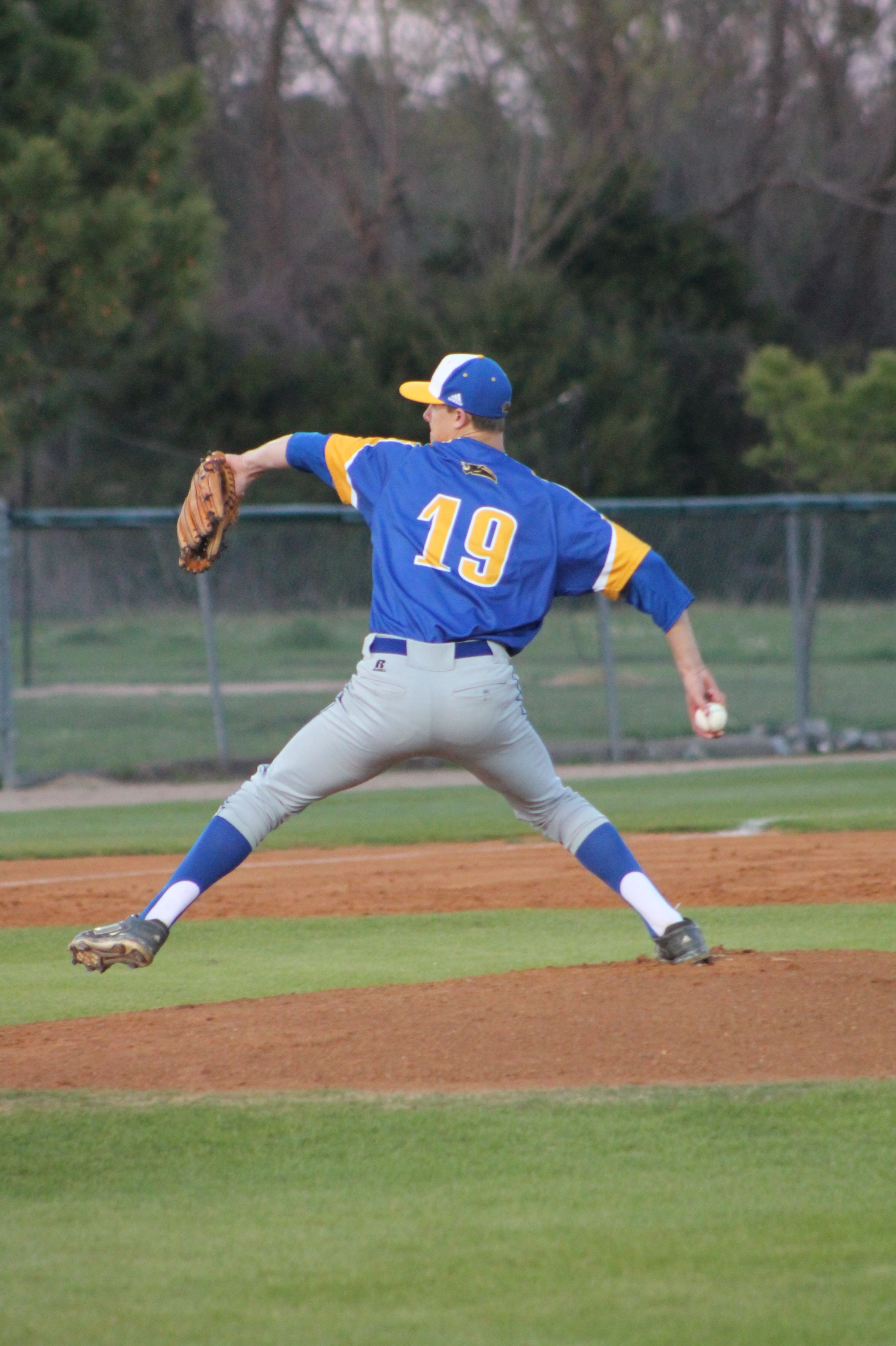 (Photo by Adam Routon) Matt Gibbons about to deliver a pitch Monday night