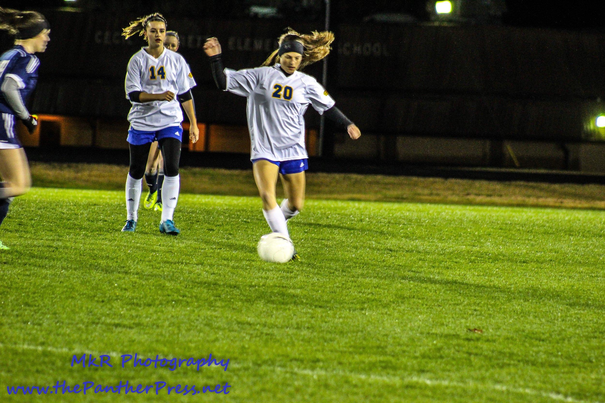 Macie Pointer controls the ball