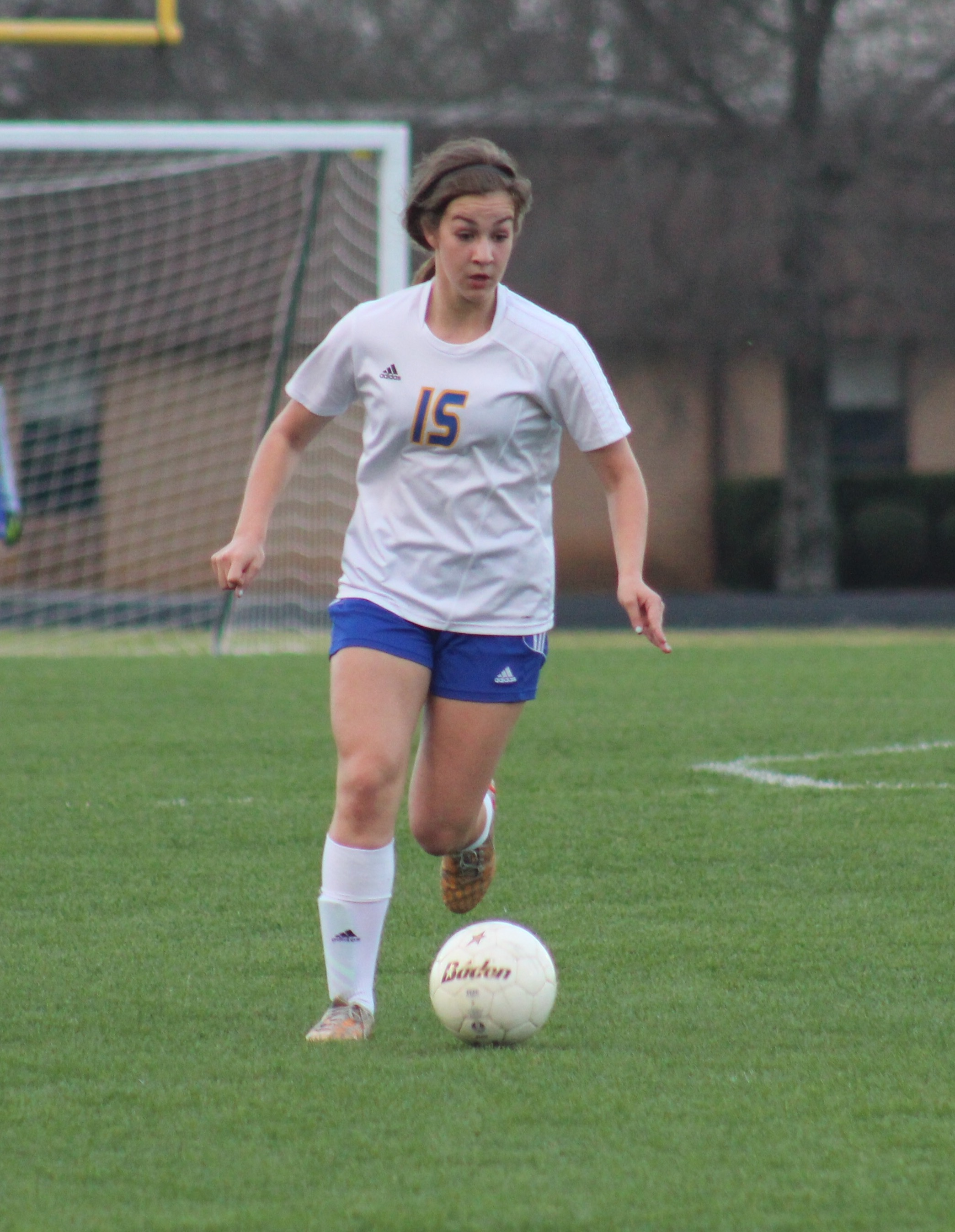 Reyna Hildreth moves the ball