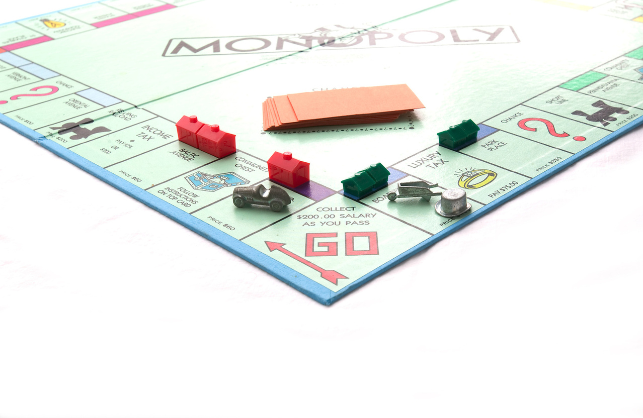 monopoly-board-game-1512077-1278x832.jpg