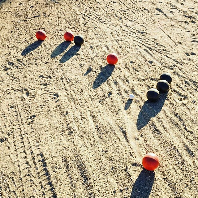 Bocce #joshuatree #california #desertlife #desertliving #funandgames #travel #travelphotography #adventuretravel