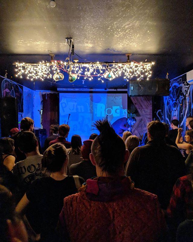Just sang punk rock tunes in a crowded venue in Bushwick. ✔️ #karaoke