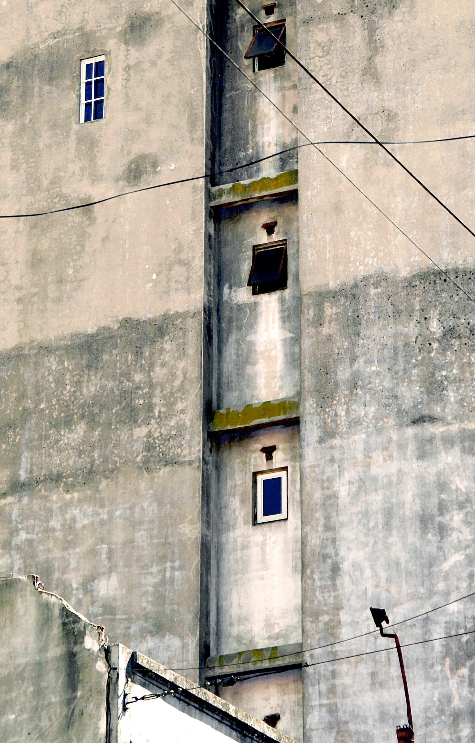 24 Buenos Aires building w vertical niche.jpg