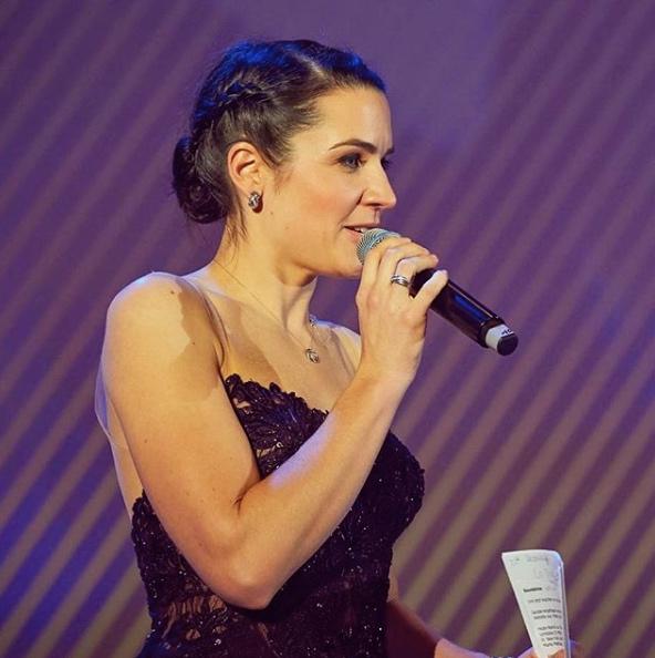 Julia Bauer als Galamoderatorin 2019