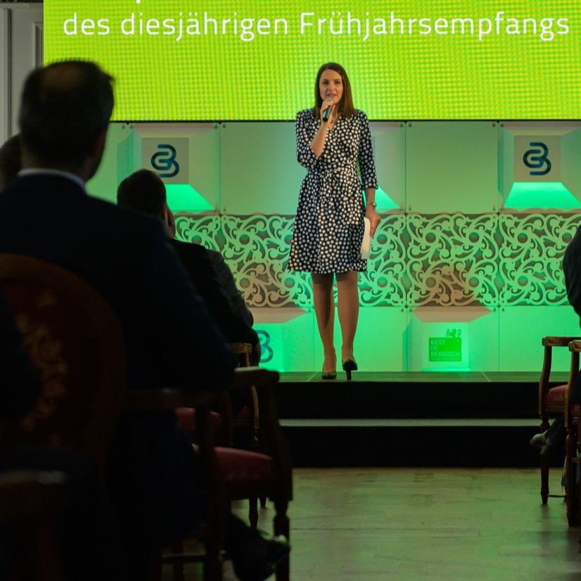 Julia Bauer moderiert Frühjahrsempfang auf Schloss Bensberg 2019