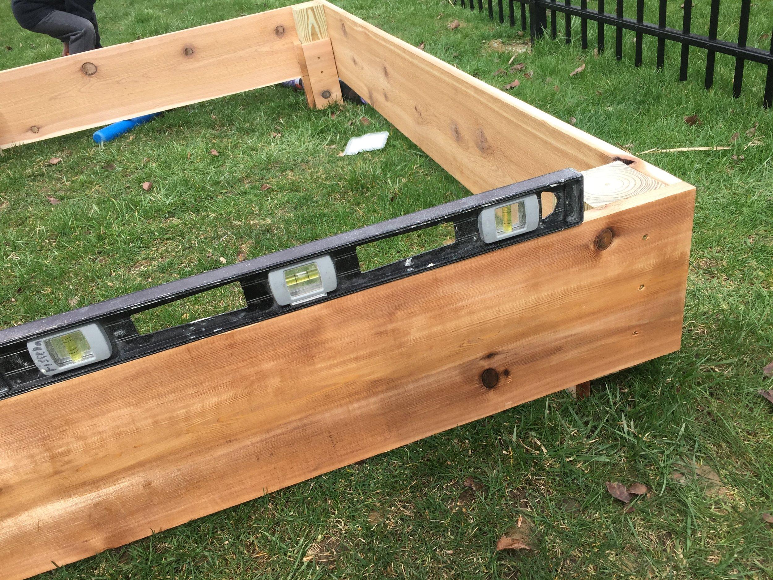 Leveling the cedar garden box
