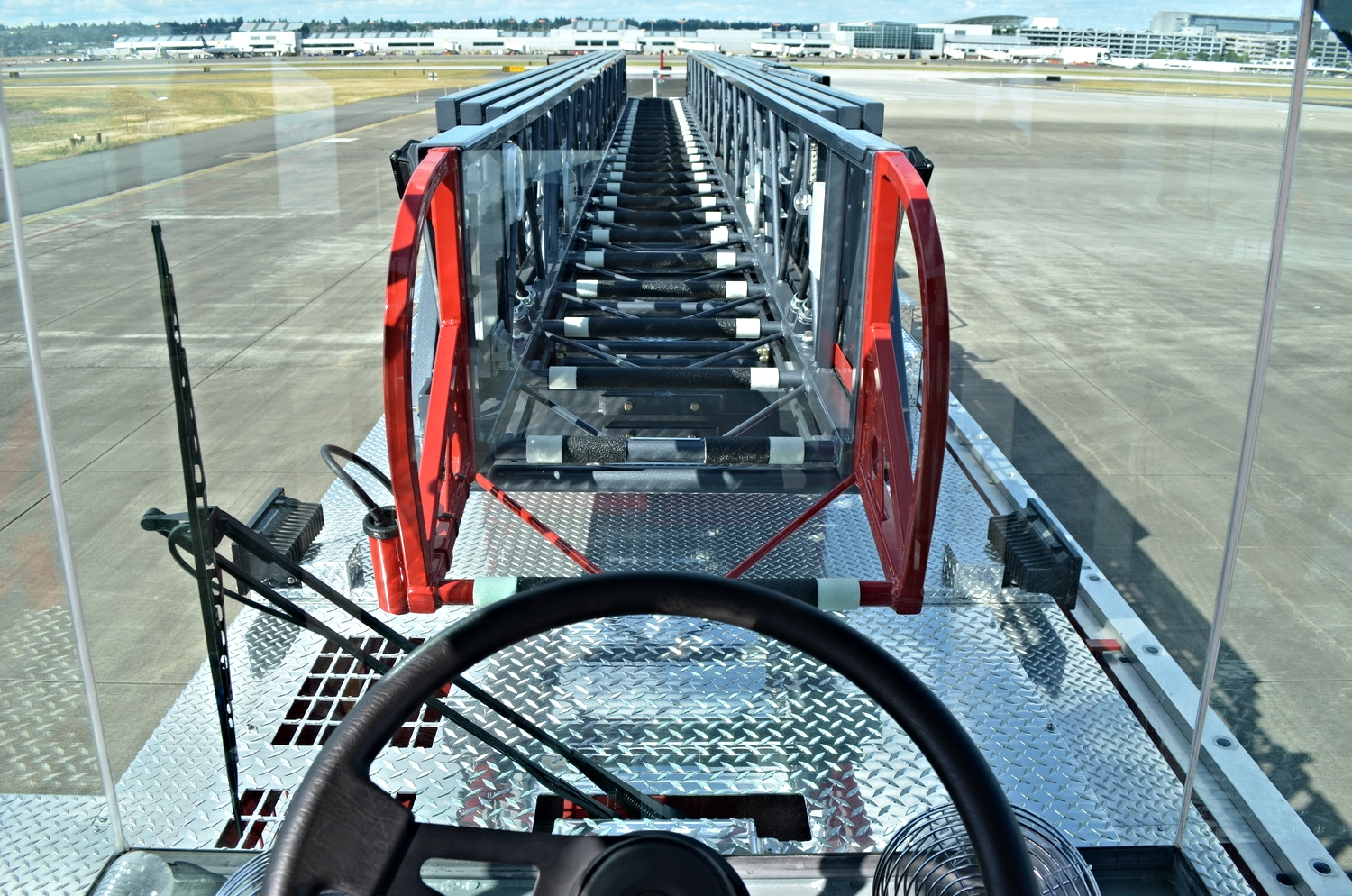 Click to enlarge (Pictures from the tiller cab do not always represent the most accurate view)