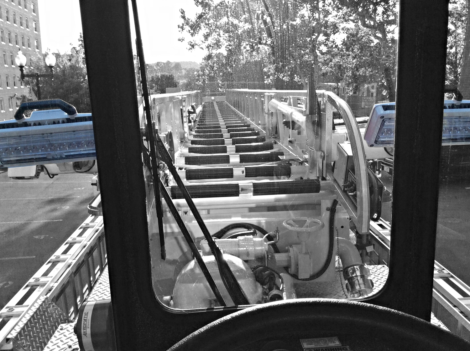 (Pictures from the tiller cab do not always represent the most accurate view)